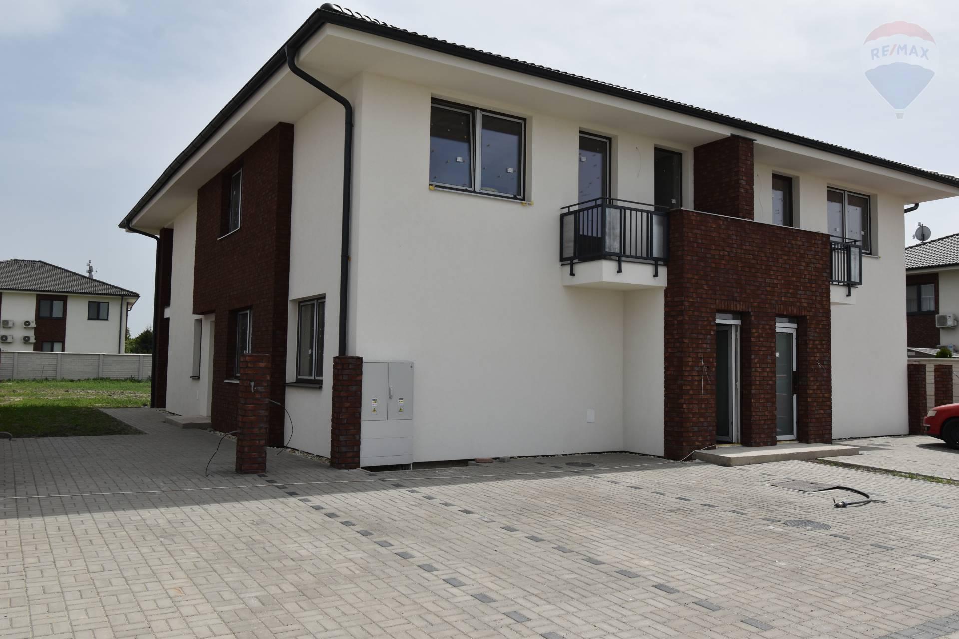 Na predaj: 3 izbový byt s 379m2 pozemkom, Dunajská Streda, Novostavba
