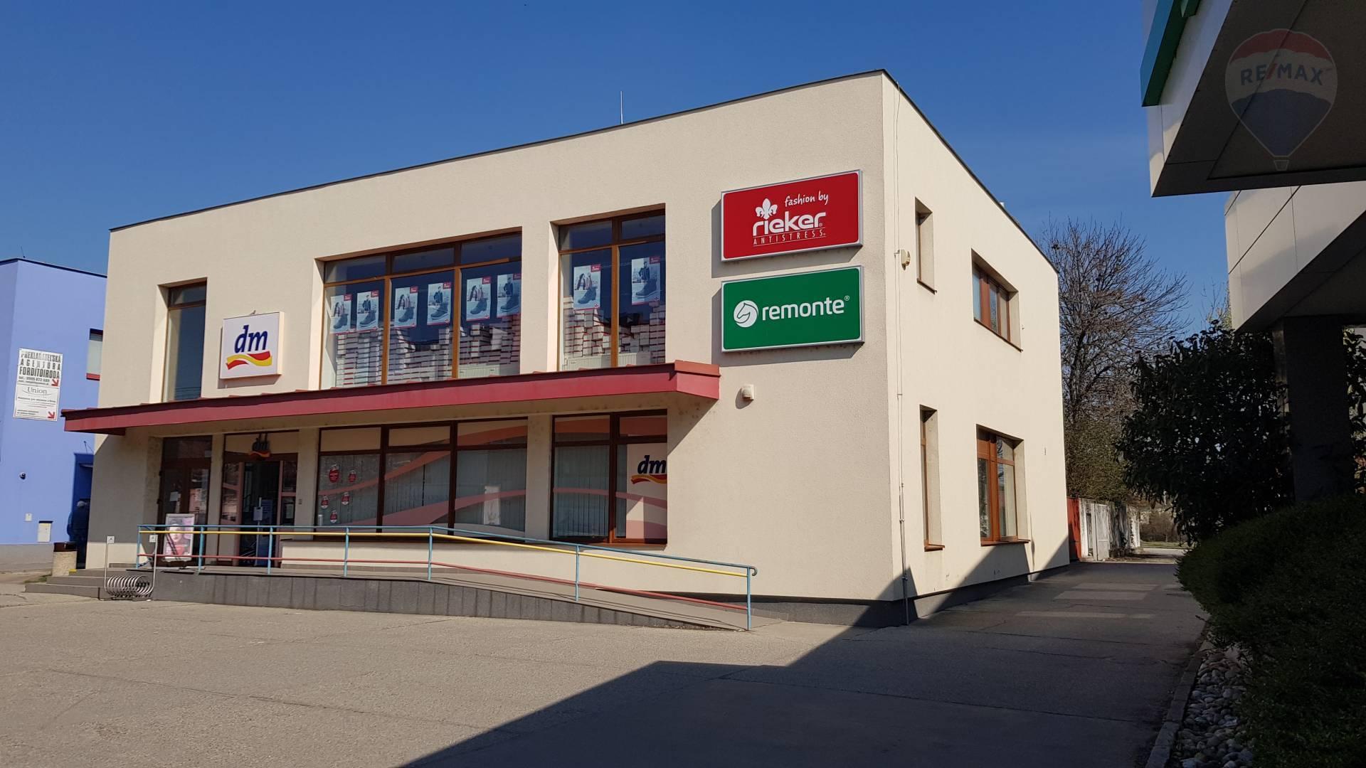 Na prenájom obchodný priestor 212 m2, centrum mesta Veľký Meder
