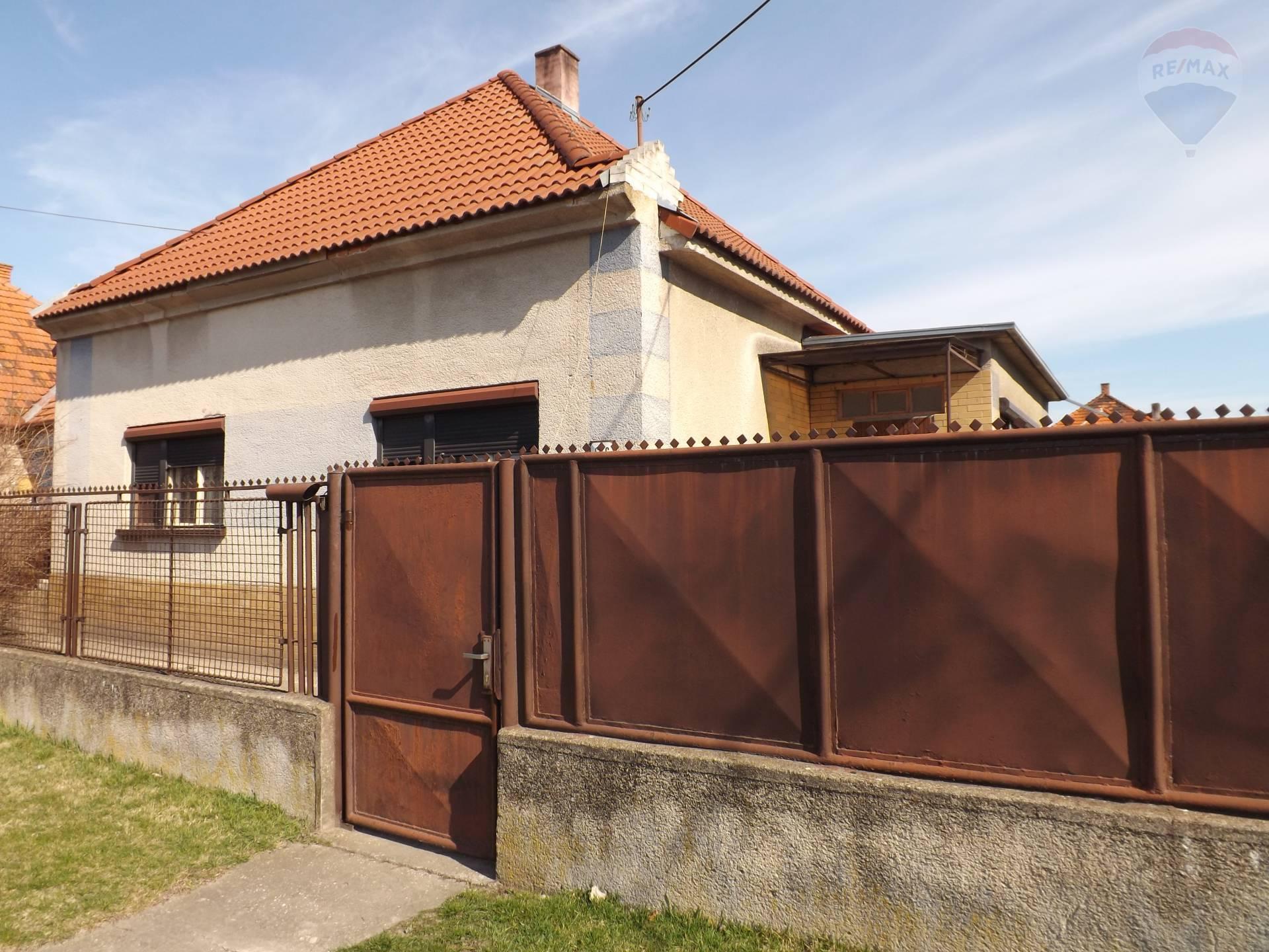 Na predaj rodinný dom, pozemok 675 m2,  pôvodný stav, Okoč