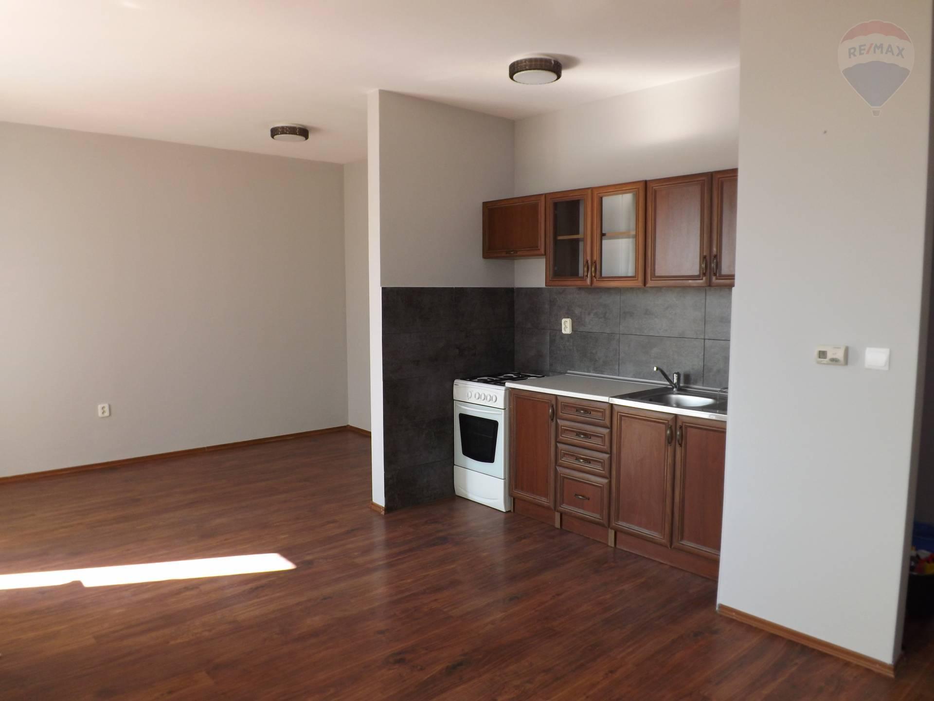 Na prenájom 1 izbový byt, 36 m2, loggia, Dunajská Streda