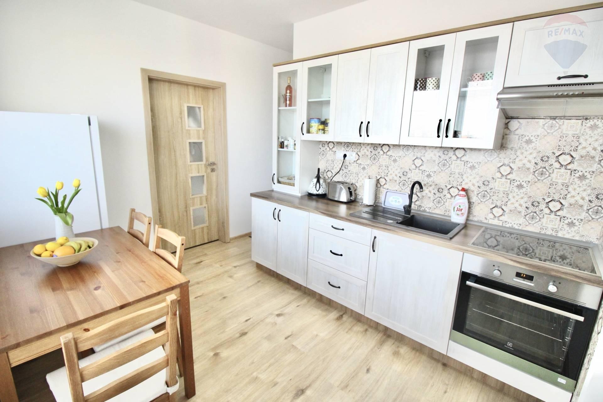 Predaj:priestranný 2 izbový byt,po kompletnej rekonštrukcii,centrum,Neratovické nám.,Dunajská Streda