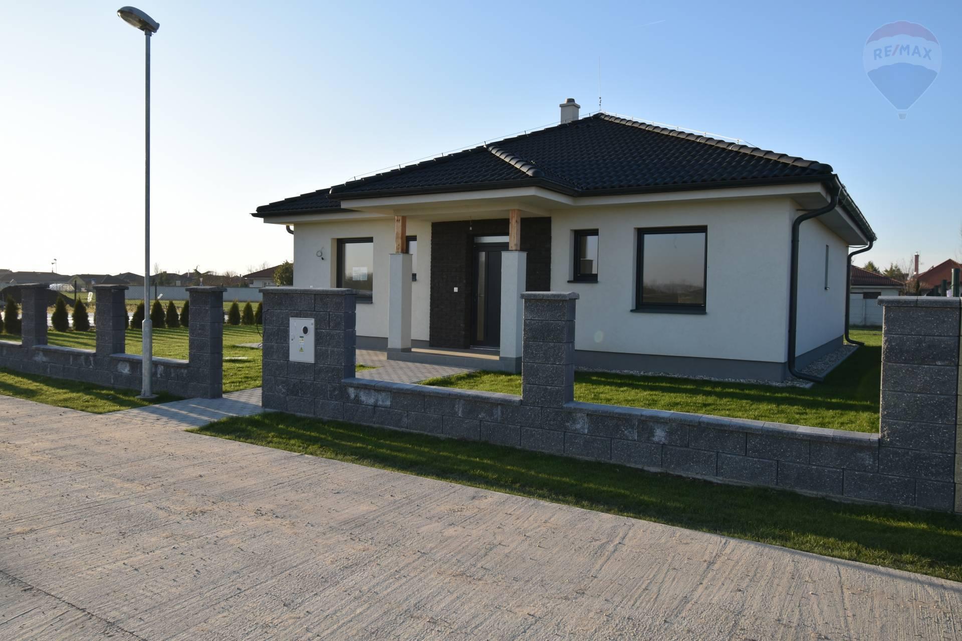 Predaj: SKOLAUDOVANÝ rodinný dom, Kútniky, 4 izby, novostavba, pozemok 676 m2, na kľúč