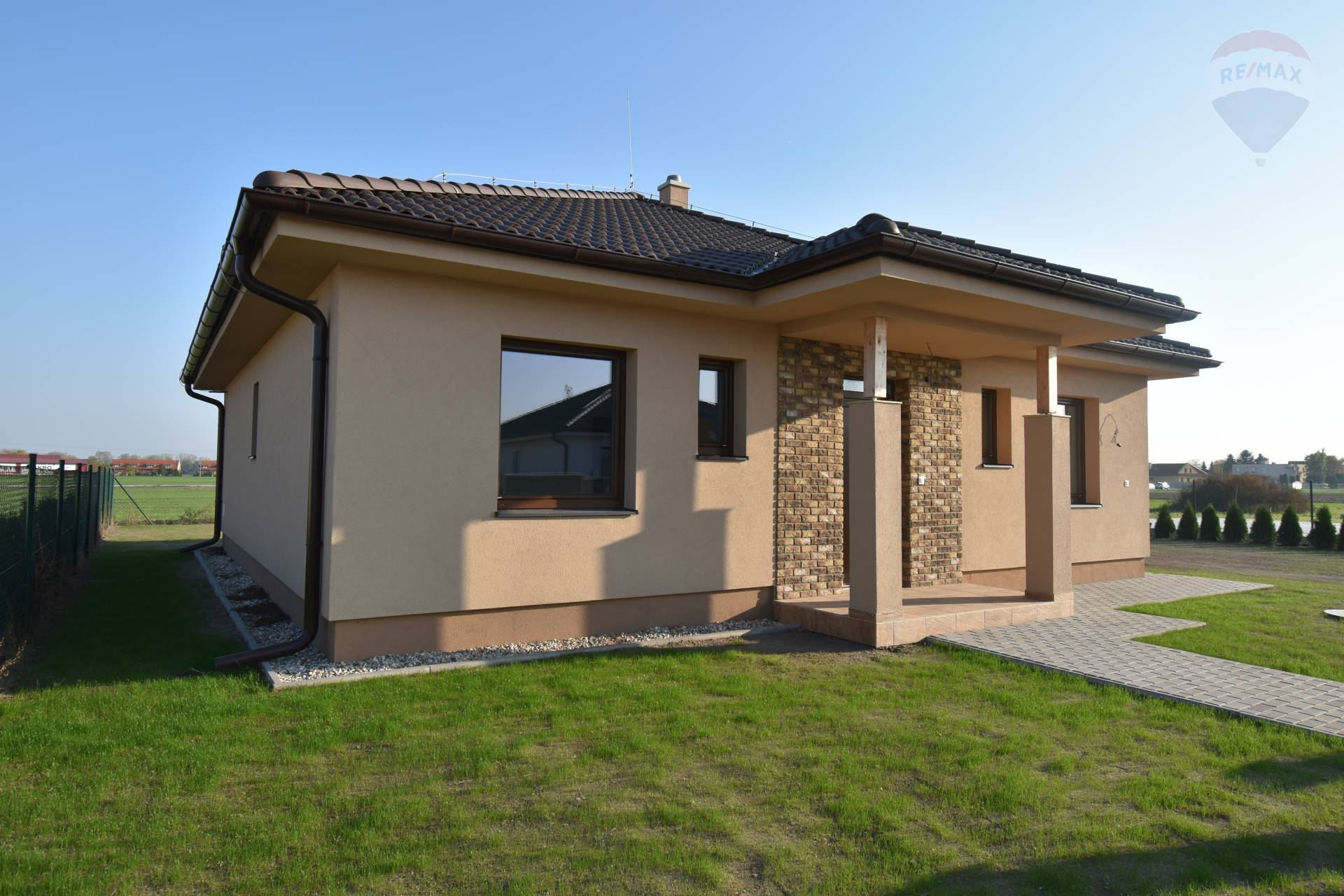 Predaj: SKOLAUDOVANÝ rodinný dom, Kútníky, 4 izby, novostavba, pozemok 667 m2, na kľúč