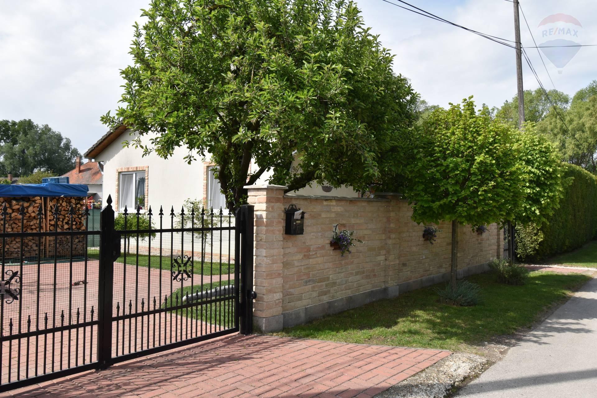 Predaj: 3 izbový rodinný dom, Ňárad, 3 izby, pozemok 748 m2, terasa