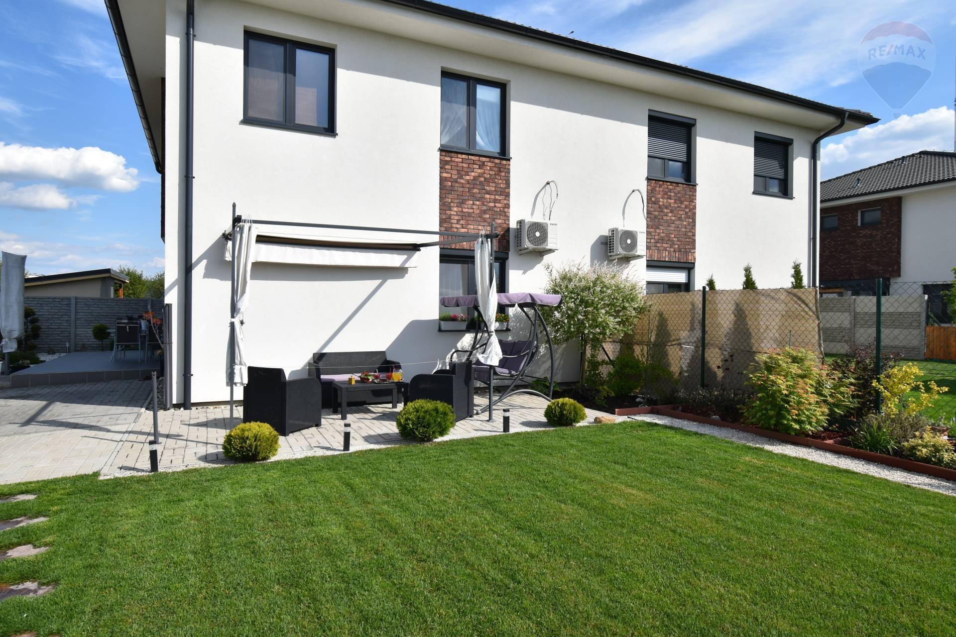 Predaj: 3 izbový byt, Dolný Bar, novostavba, ÚP 67 m2, 252 m2 vlastná záhrada