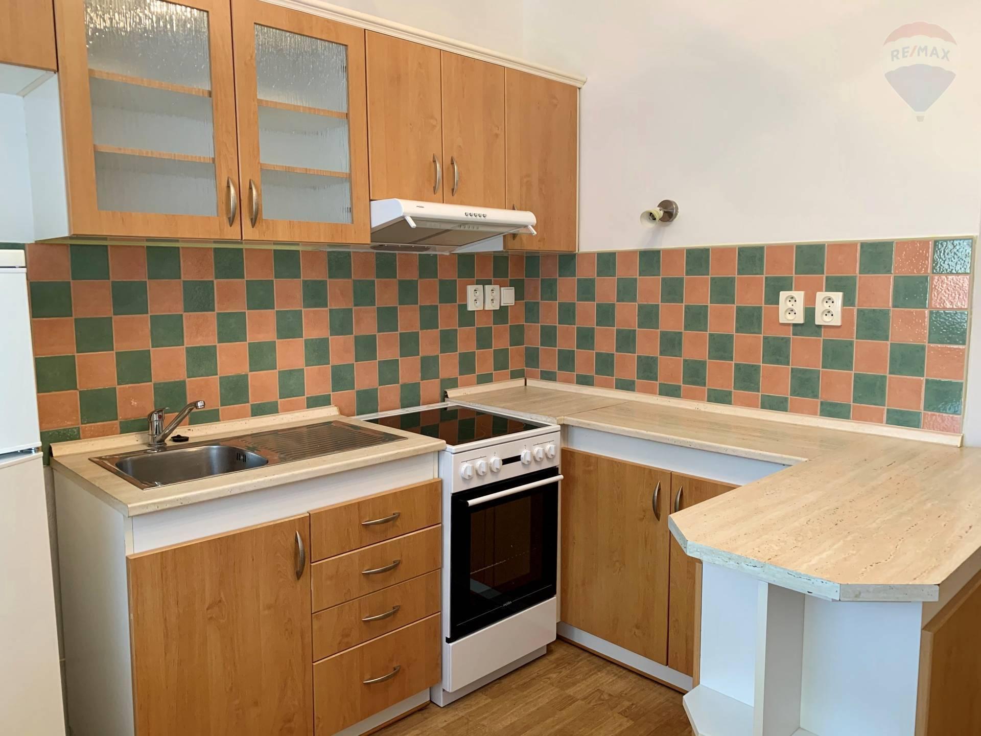 Prenájom: 1 izbový byt, Dunajská Streda, pre 1 osobu, centrum, 38 m2