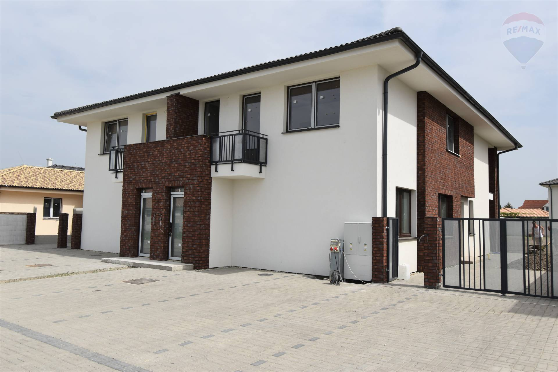 Na predaj: horný 3 izbový byt s parkoviskom, nová časť, západ, Dunajská Streda