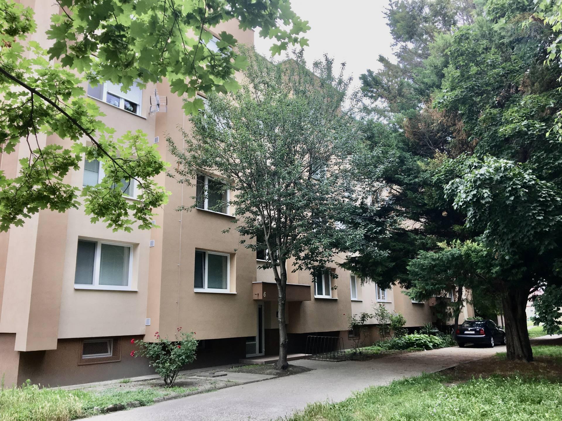 Predaj: 3i veľkometrážny prerobený byt v západnej lokalite mesta Dunajská Streda