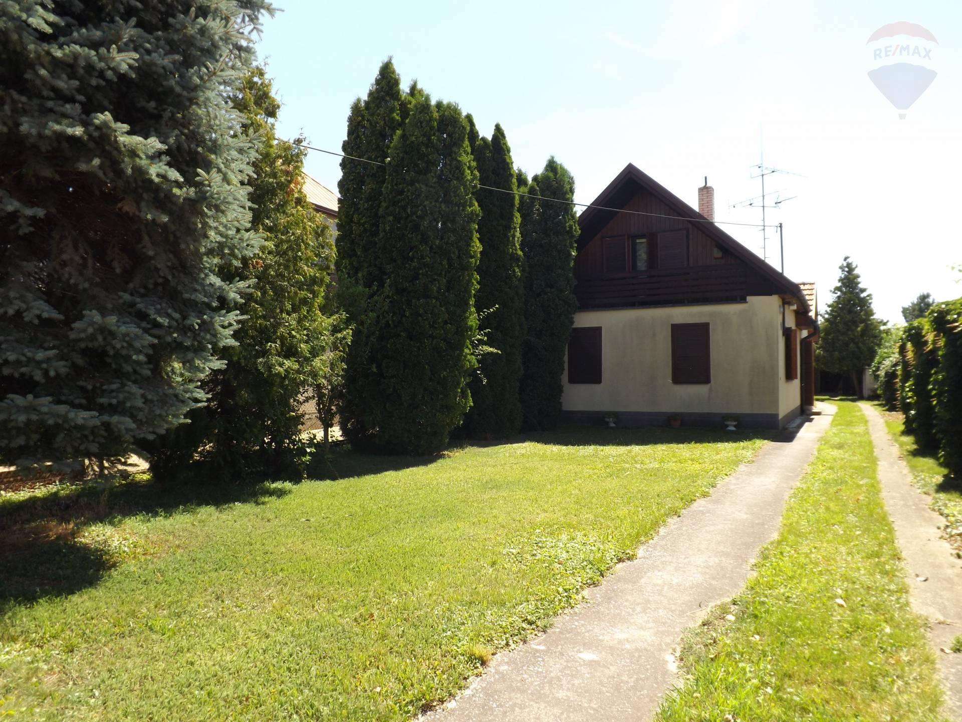 Na predaj rodinný dom, garáž, pozemok 1537 m2, Jelka, okr. Galanta