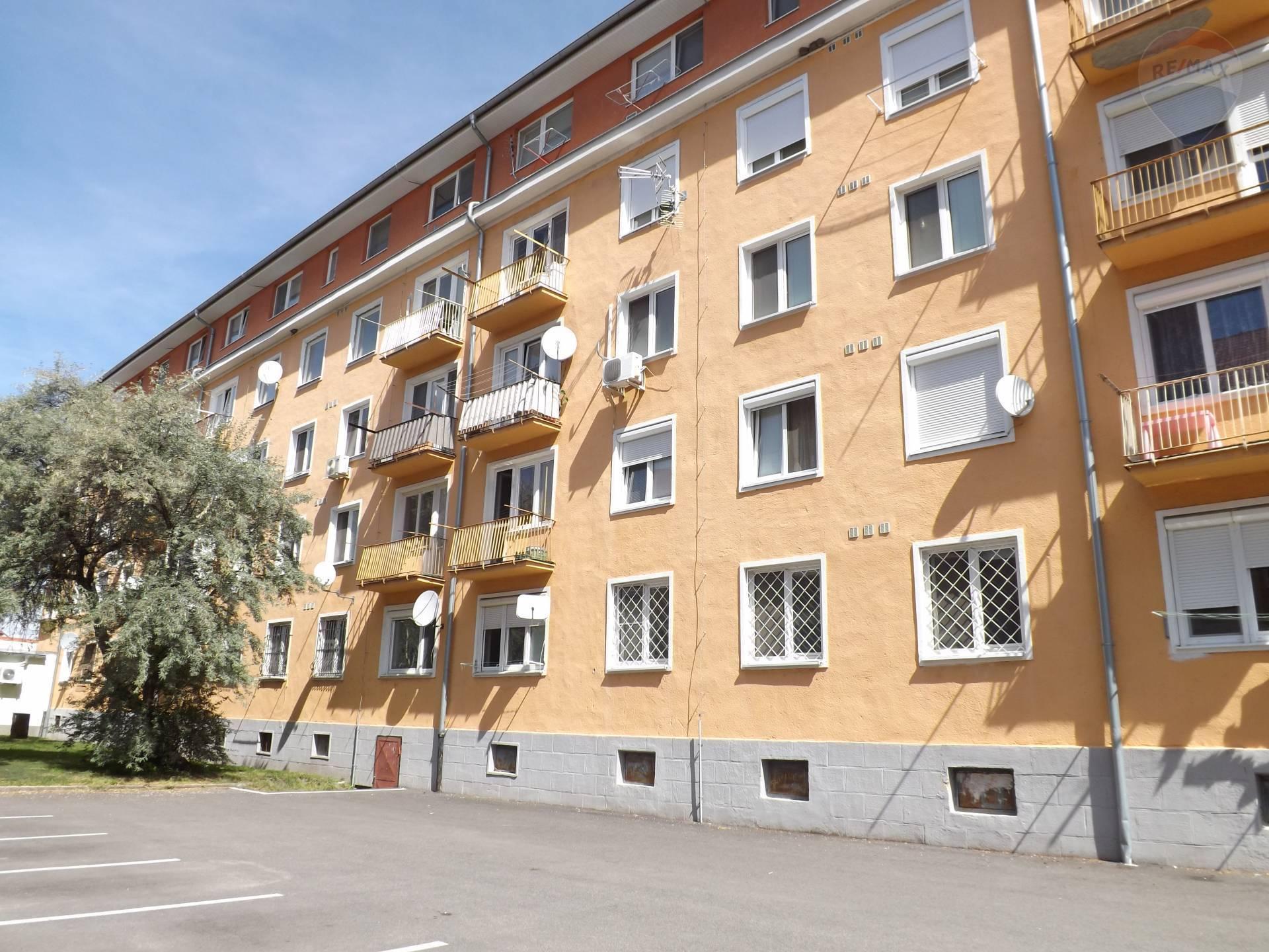 Na predaj 2 izbový byt, 52 m2, balkón, centrum mesta, Dunajská Streda
