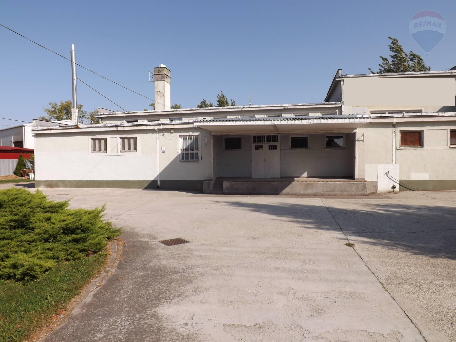 Na predaj komerčný objekt, budova 500 m2, pozemok 2735 m2, Zemianska Olča, okres Komárno