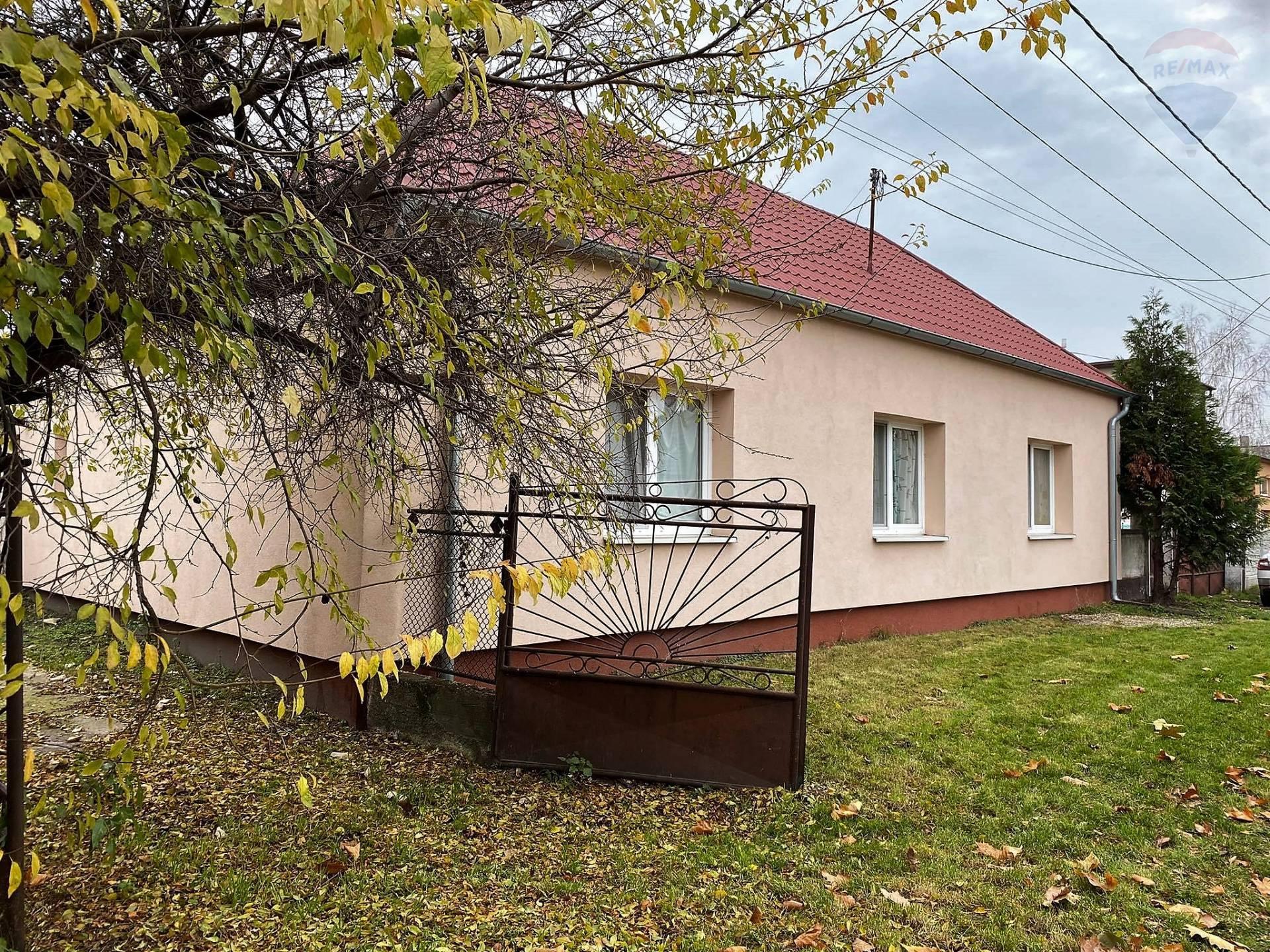 Na predaj: zrekonštruovaný rodinný dom s 11 árovým pozemkom, Orechová Potôň