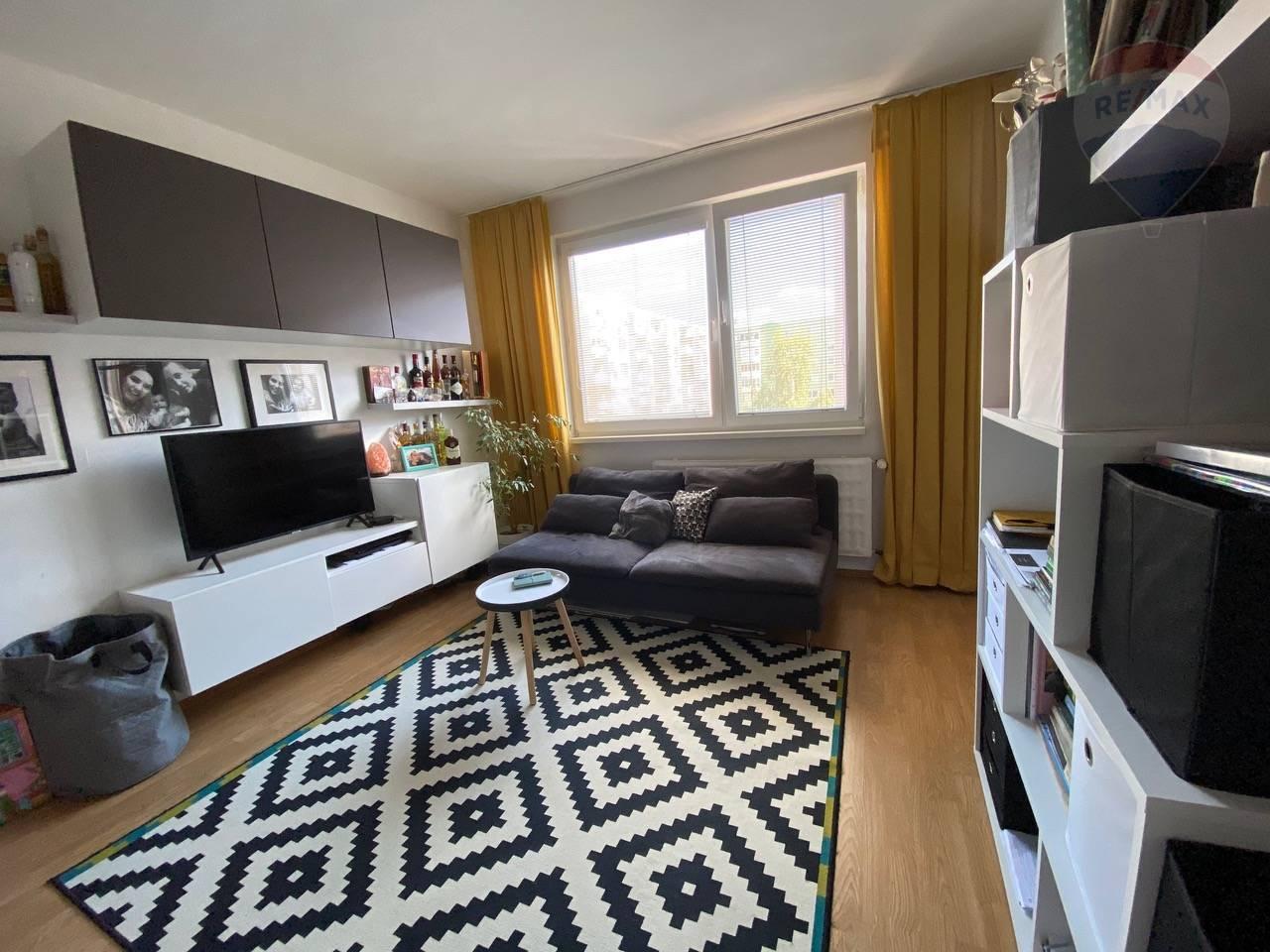 Na predaj: PREROBENY  veľky 1 izbový byt v Dunajskej Strede, -východ mesta.