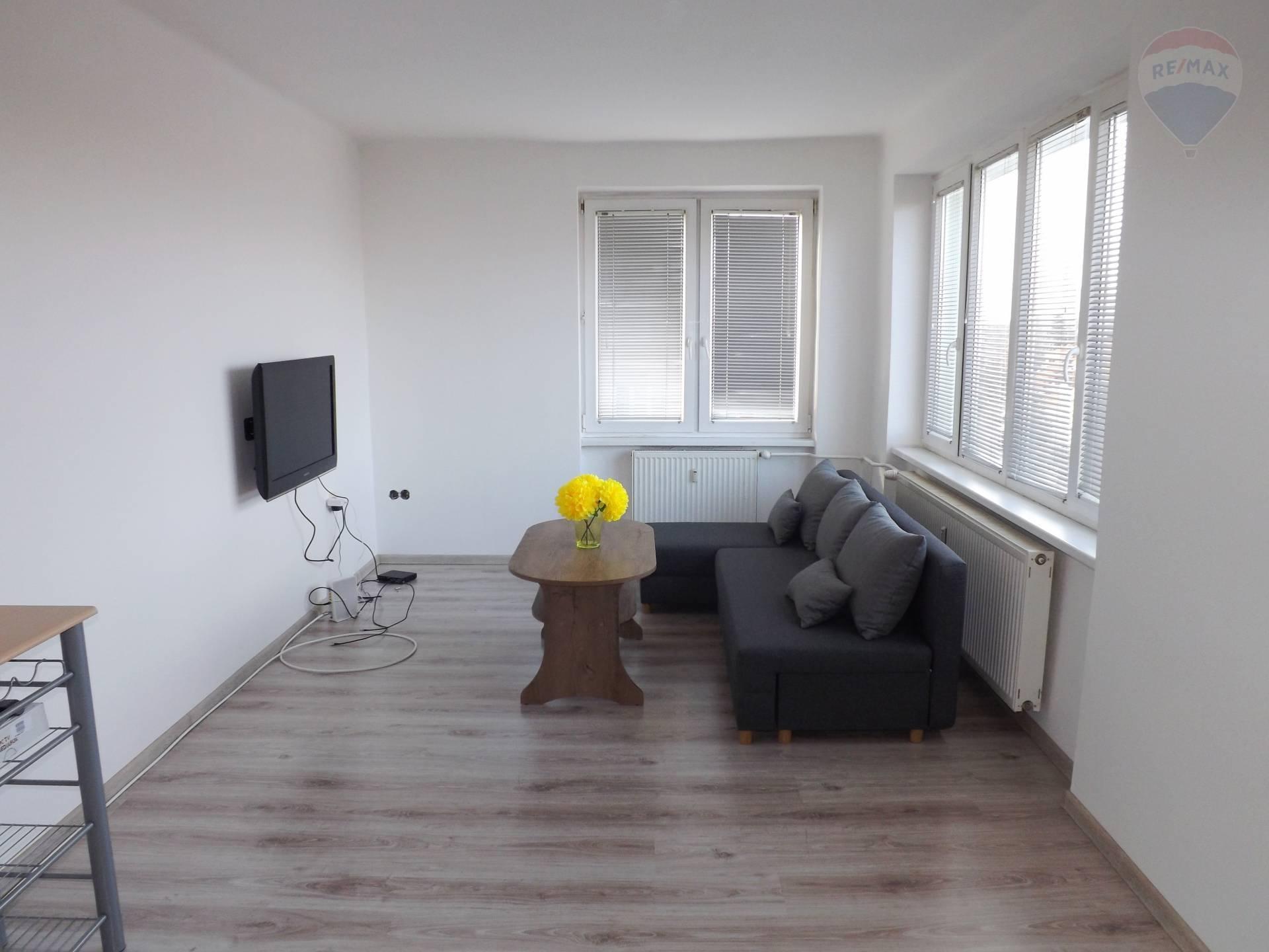 Na prenájom 2 izbový byt, 52 m2, po rekonštrukcii, Dunajská Streda
