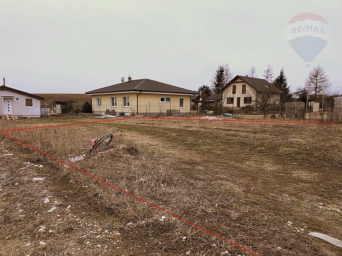 Predaj pozemku 676 m2, Martin - Dušan Stančík