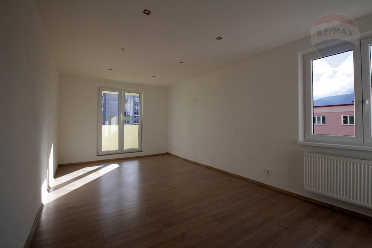 NA PREDAJ: 2 izbový byt /56 m2/ s balkónom rekonštrukcia, centrum, Martin