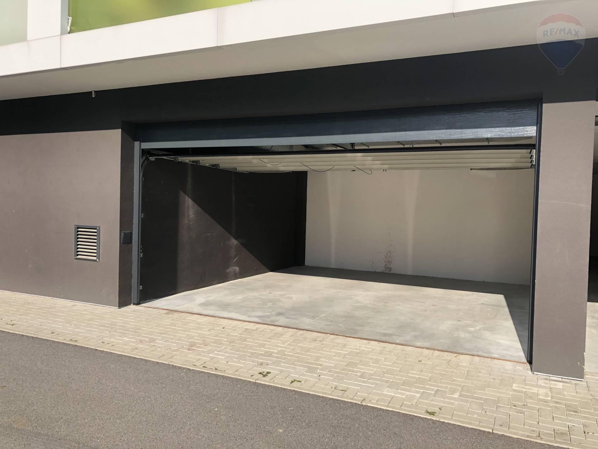Predaj garáže 32 m2, Martin - NA PREDAJ: dvojgaráž Malá Hora, Dušan Stančík