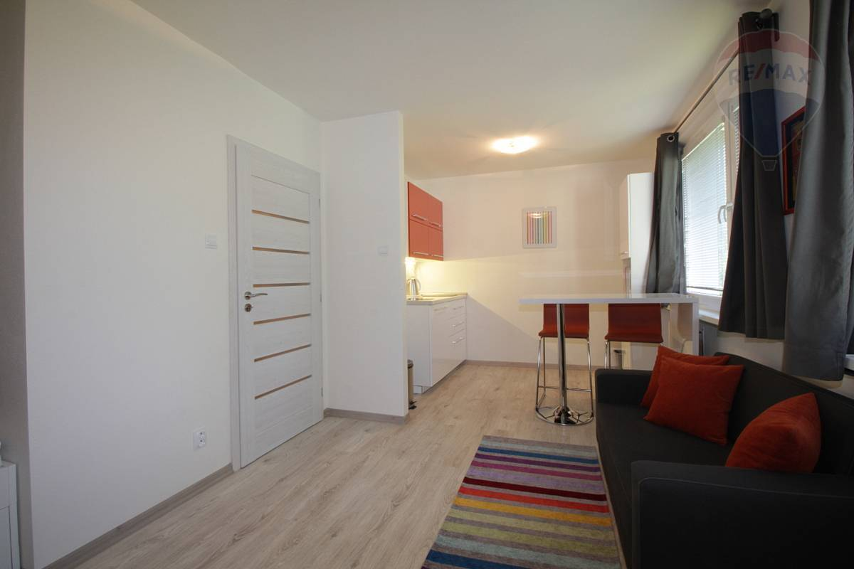 NA PRENAJOM:1. izb. byt v Martine, Ľadoveň, rekonštrukcia