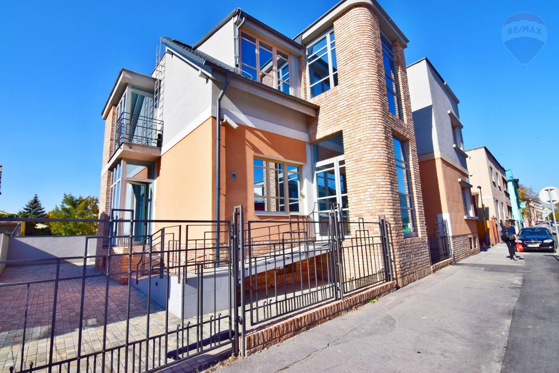Luxusný polyfunkčný dom v blízkosti centra, 481 m2, ul. Dúhova