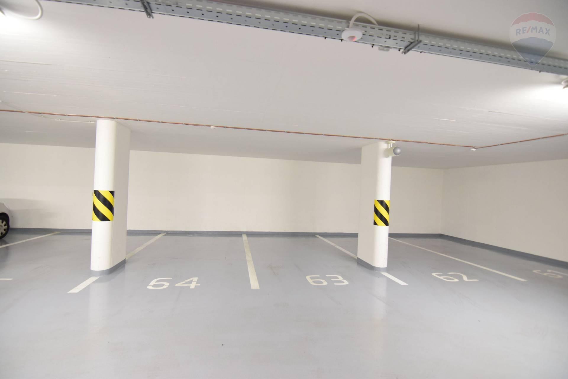 Parkovacie miesta v podzemnej garáži v centre