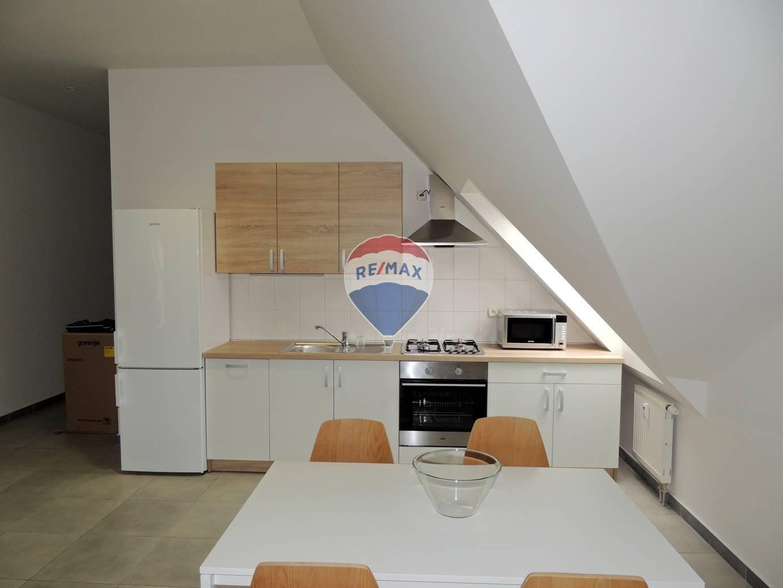 3 izbový byt 91 m2, priamo v centre, ul. Kováčska