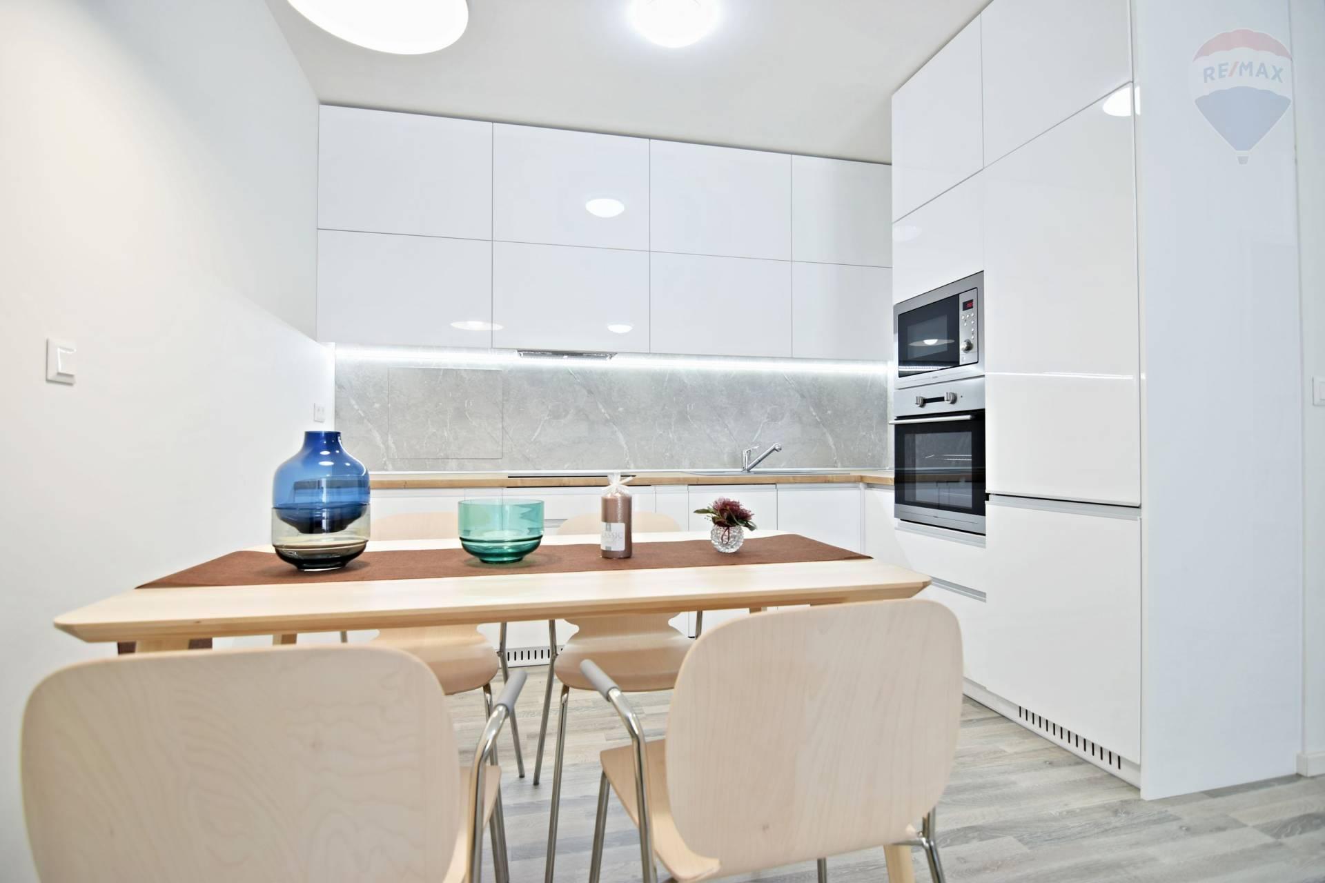 2 izbový Luxusný byt s terasou v Novostavbe, 66 m2