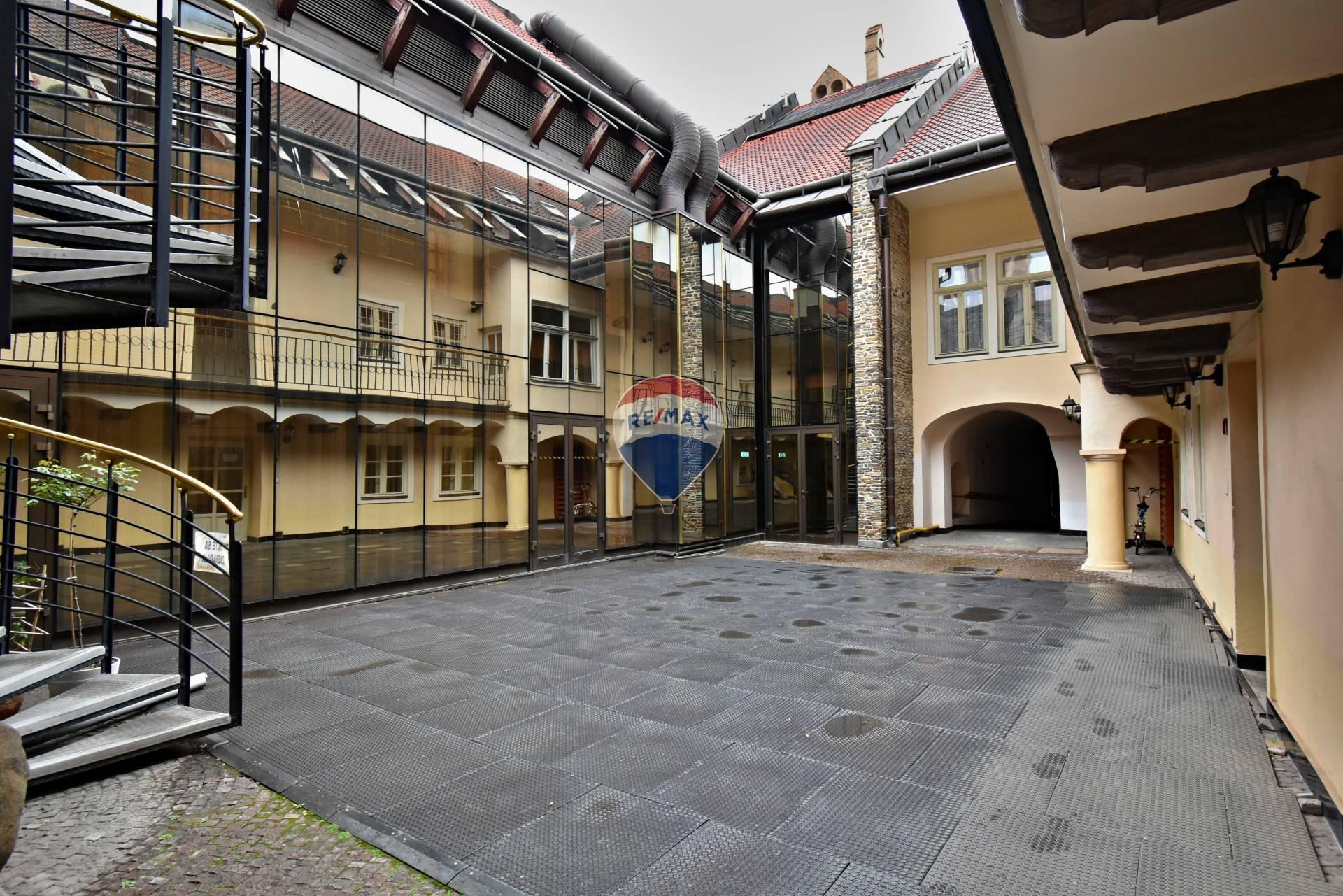 Predaj dvojdom v centre mesta 1800 m2