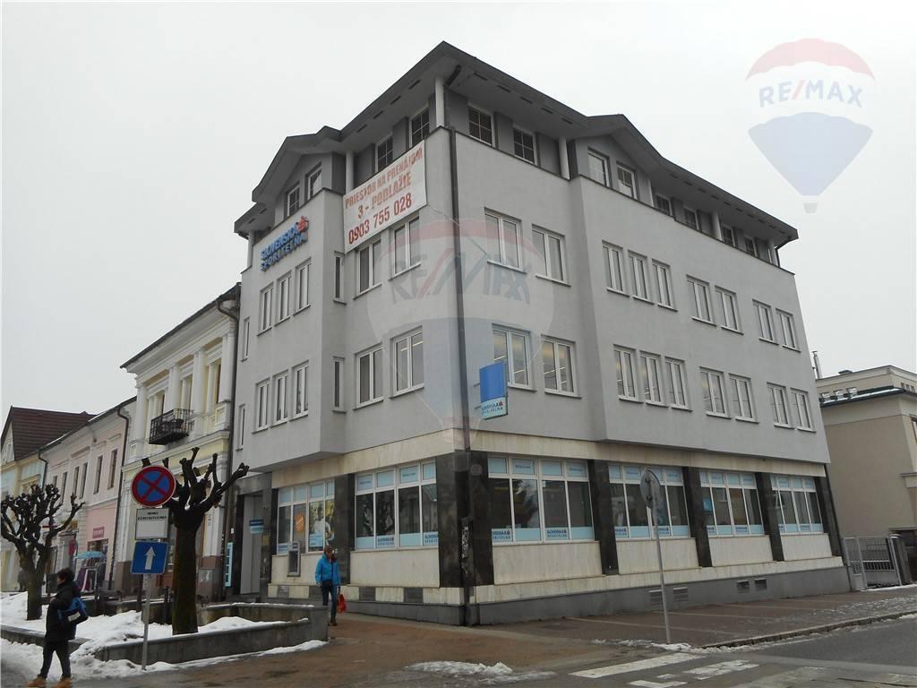 Administratívna budova v centre mesta Brezno na predaj.
