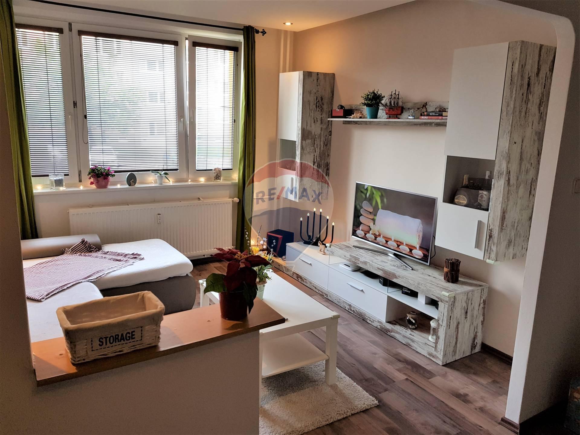 PREDAJ: 2 izb. byt, kompletná rekonštrukcia, Inovecká ul., Senec.