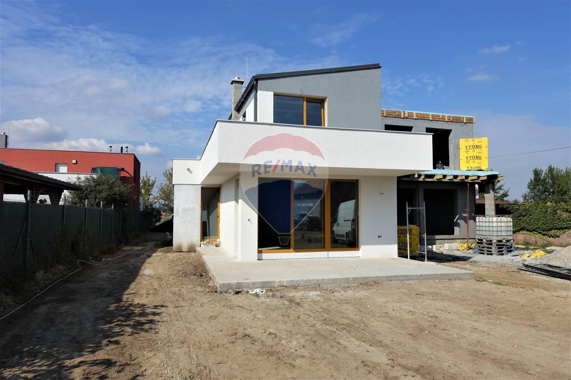 NOVÁ CENA! Predaj 4 izb. rodinného domu vo Veľkom Bieli pri jazere, novostavba 137 m2