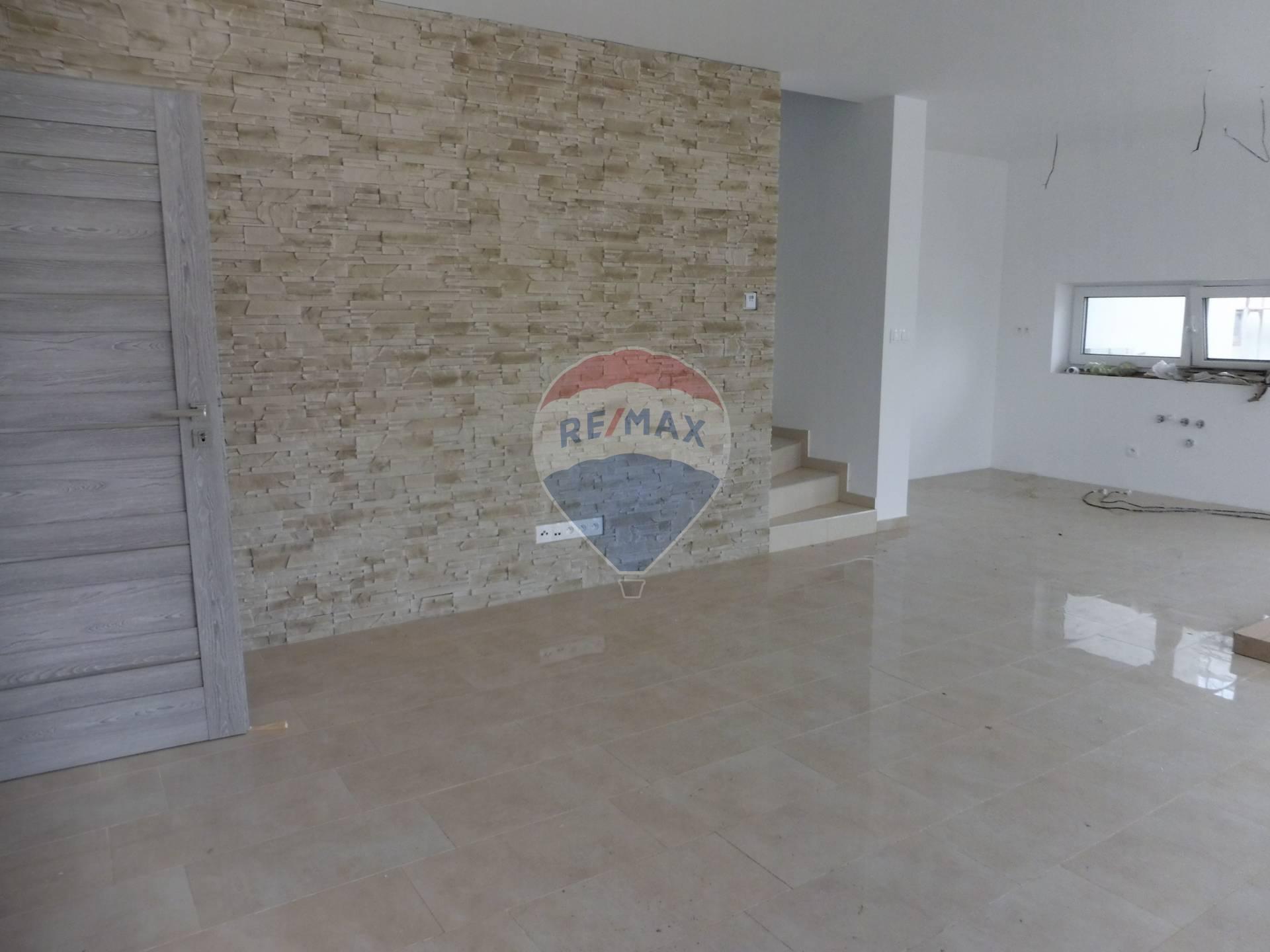 Predaj: 4-izbový byt v rodinnom dome, komplet s kuchyňou