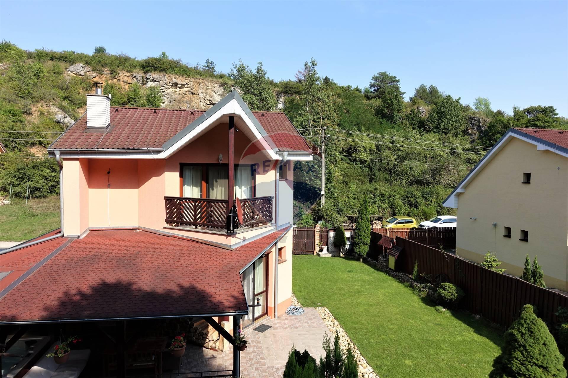 Predaj 3 izb. kompletne zariadeného rodinného domu na Dobrej Vode, krb, vírivka