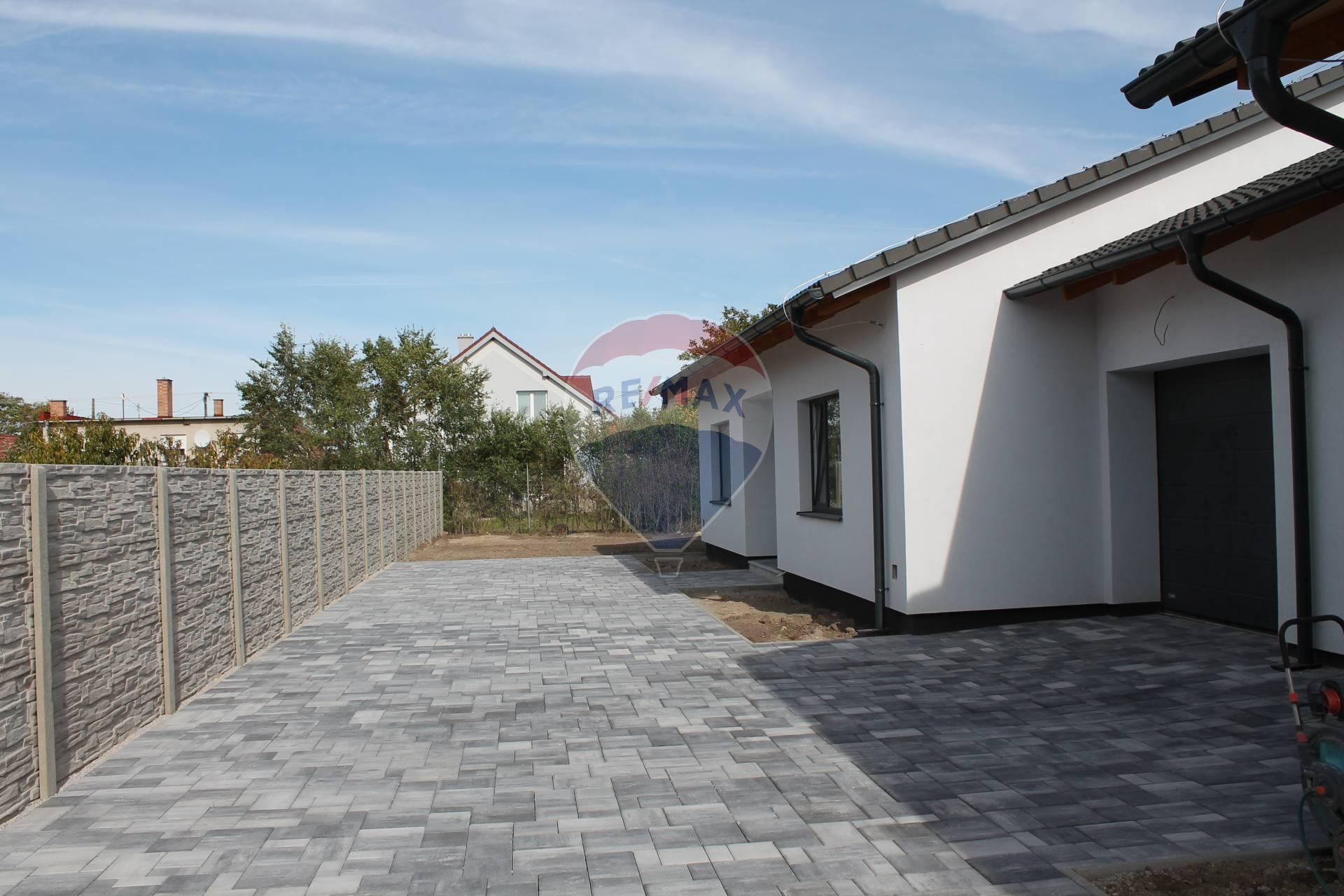 PREDAJ : 4 izb. RD NOVOSTAVBA 120 m2, garáž, pozemok 629 m2, Réca.