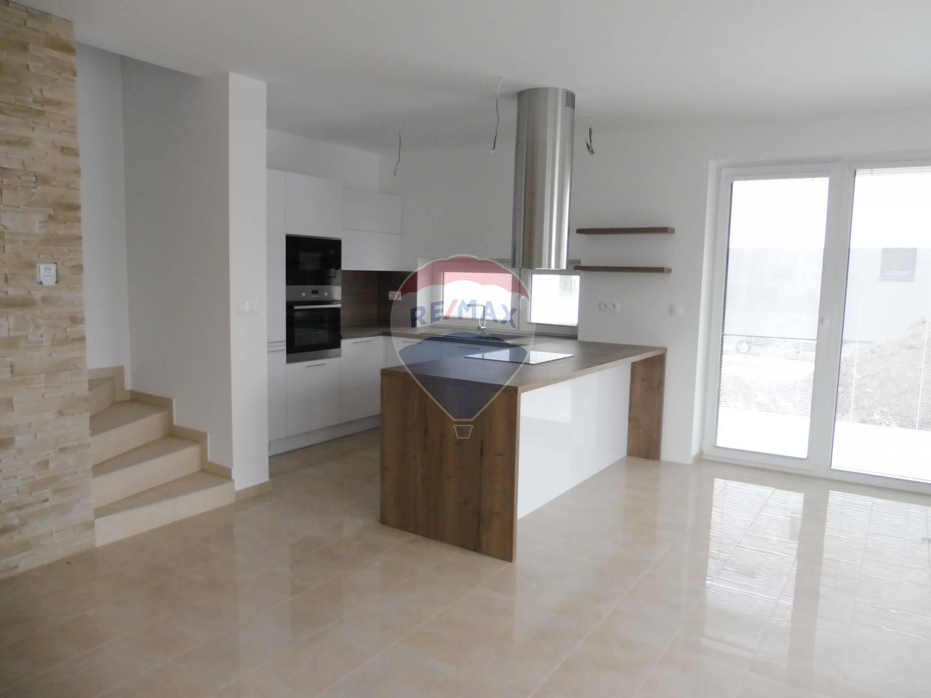 Predaj: 4-izbový byt v rodinnom dome, komplet s kuchyňou, ĎALŠIA ETAPA