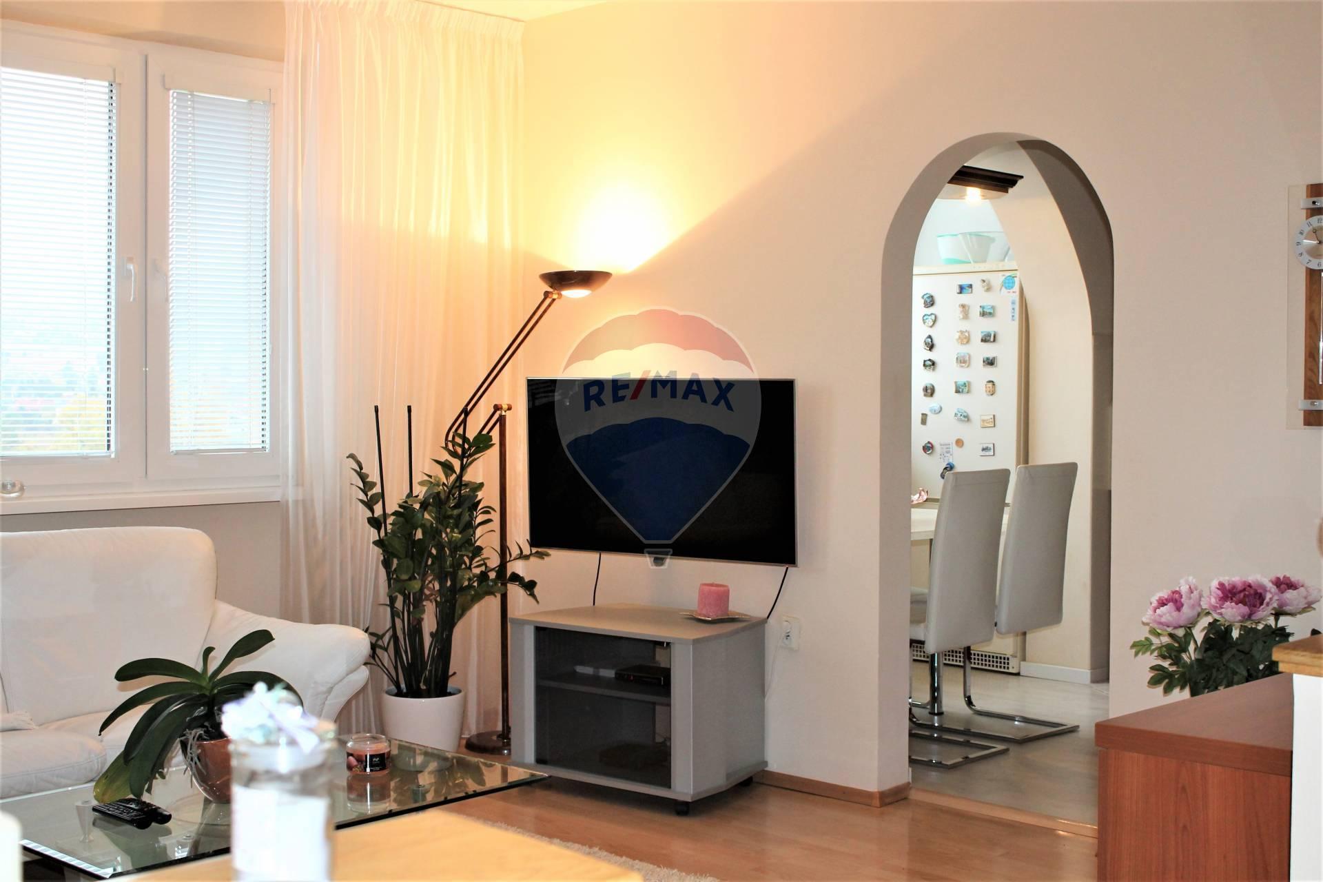PREDAJ : 2 izb.byt 53 m2, rekonštrukcia, Rača, Pri Šajbách.