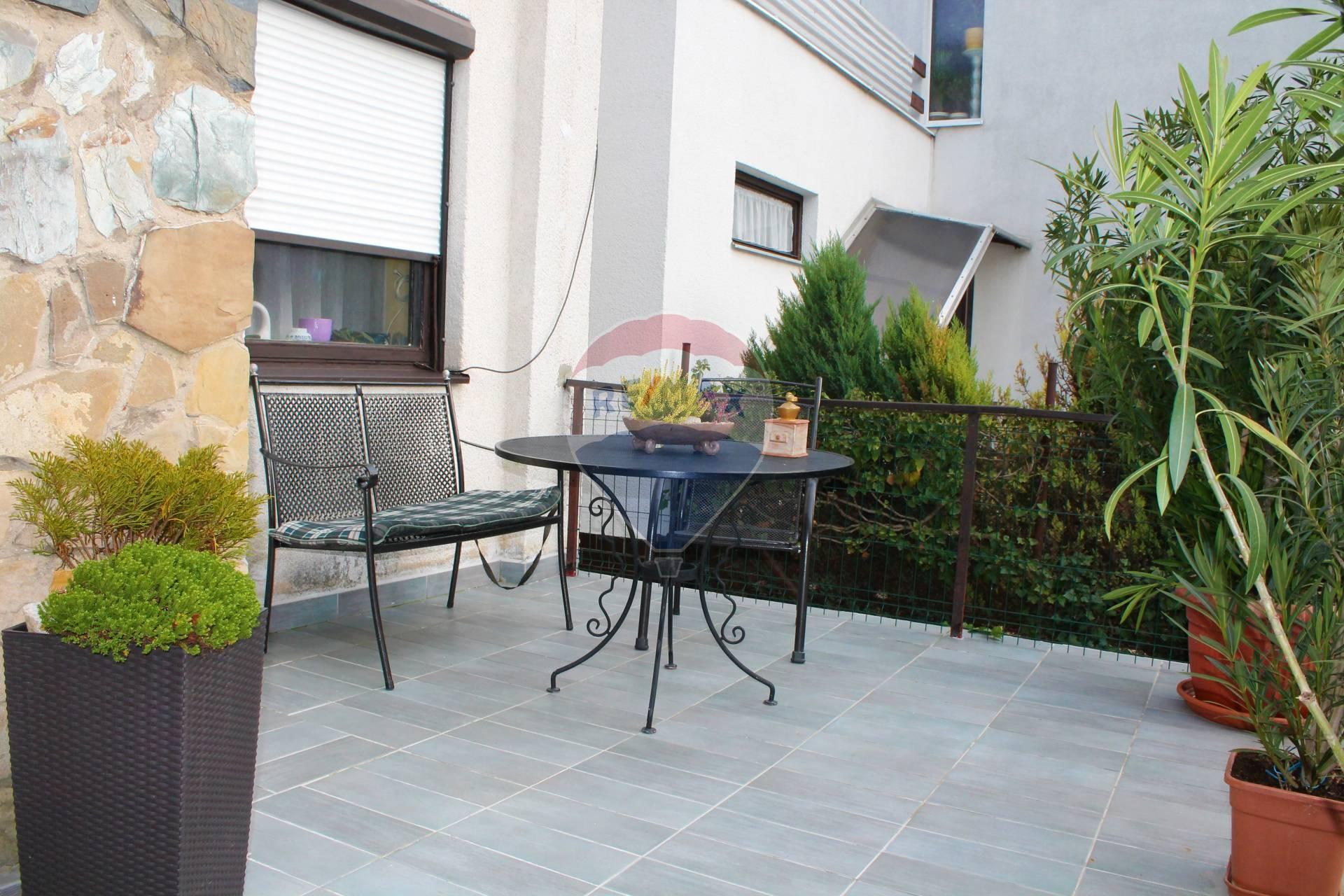 Predaj domu 300 m2, Senec - PREDAJ: 4izb. Rodinný dom, garáž, pozemok 572 m2, Senec