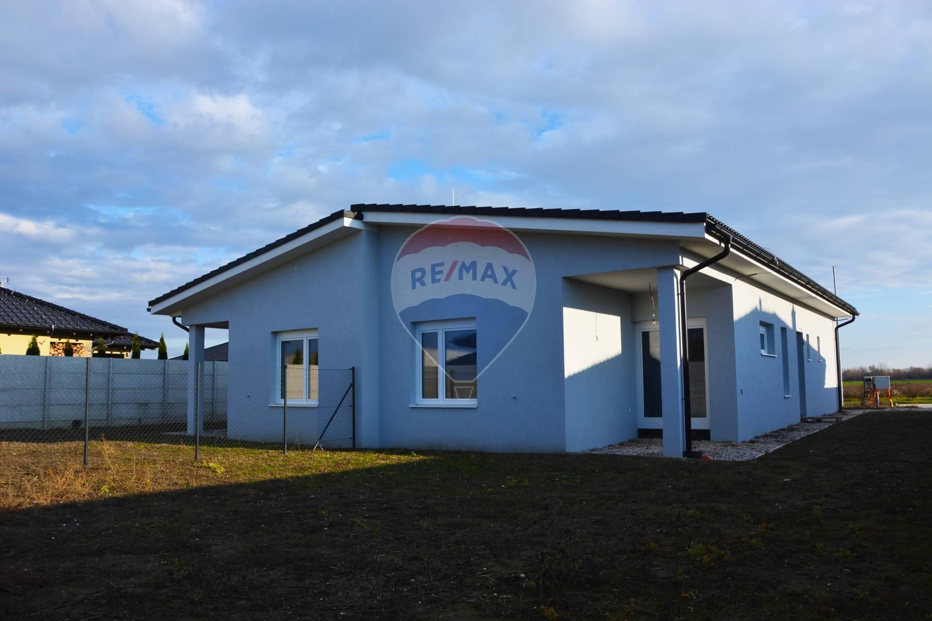 PREDAJ 4 izb. rodinného domu, Hurbanova Ves, v štádiu holodom
