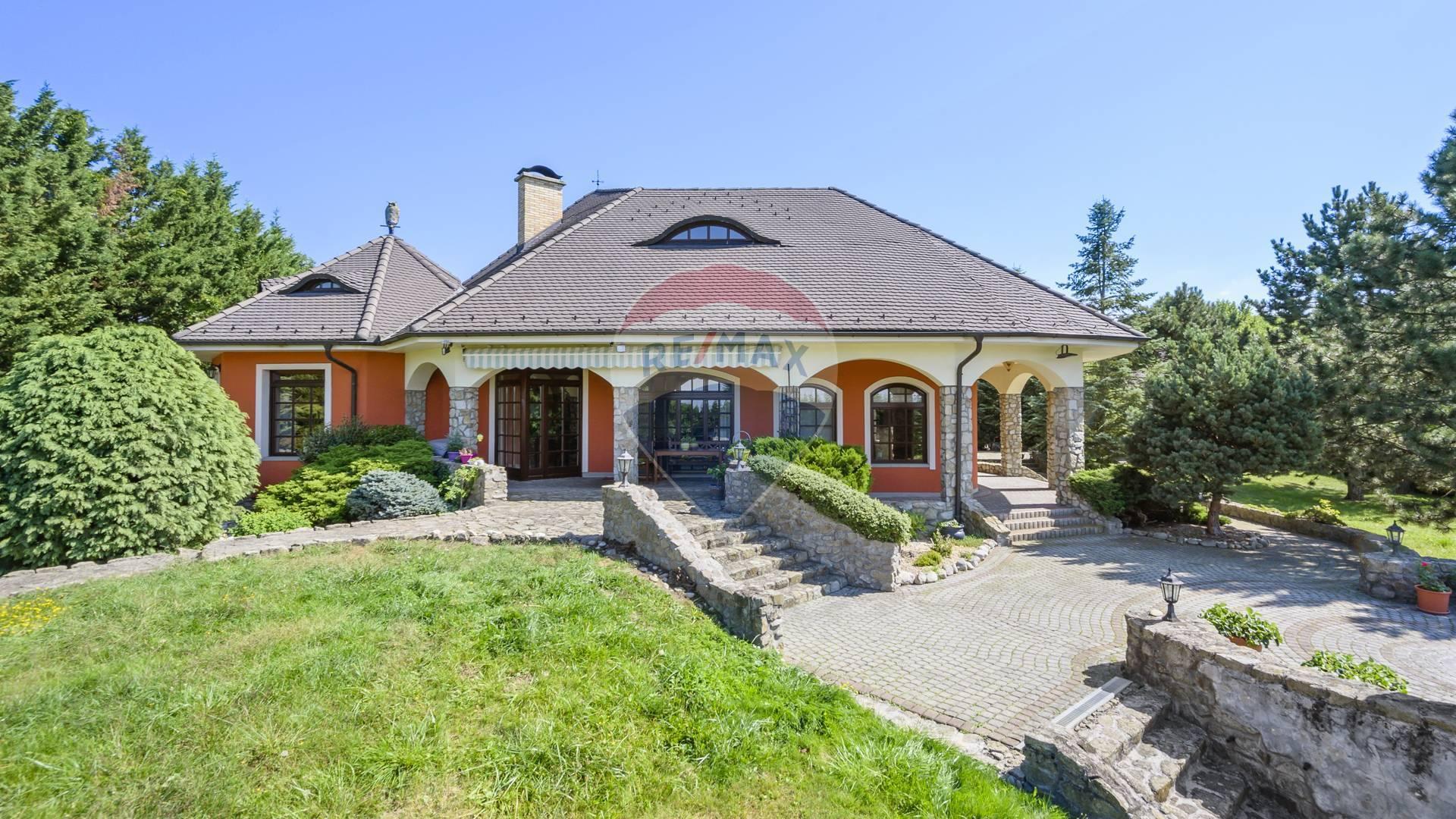 VIDEO: PREDAJ rodinného domu, Lozorno, bazén, garáž, veľký pozemok, koniareň
