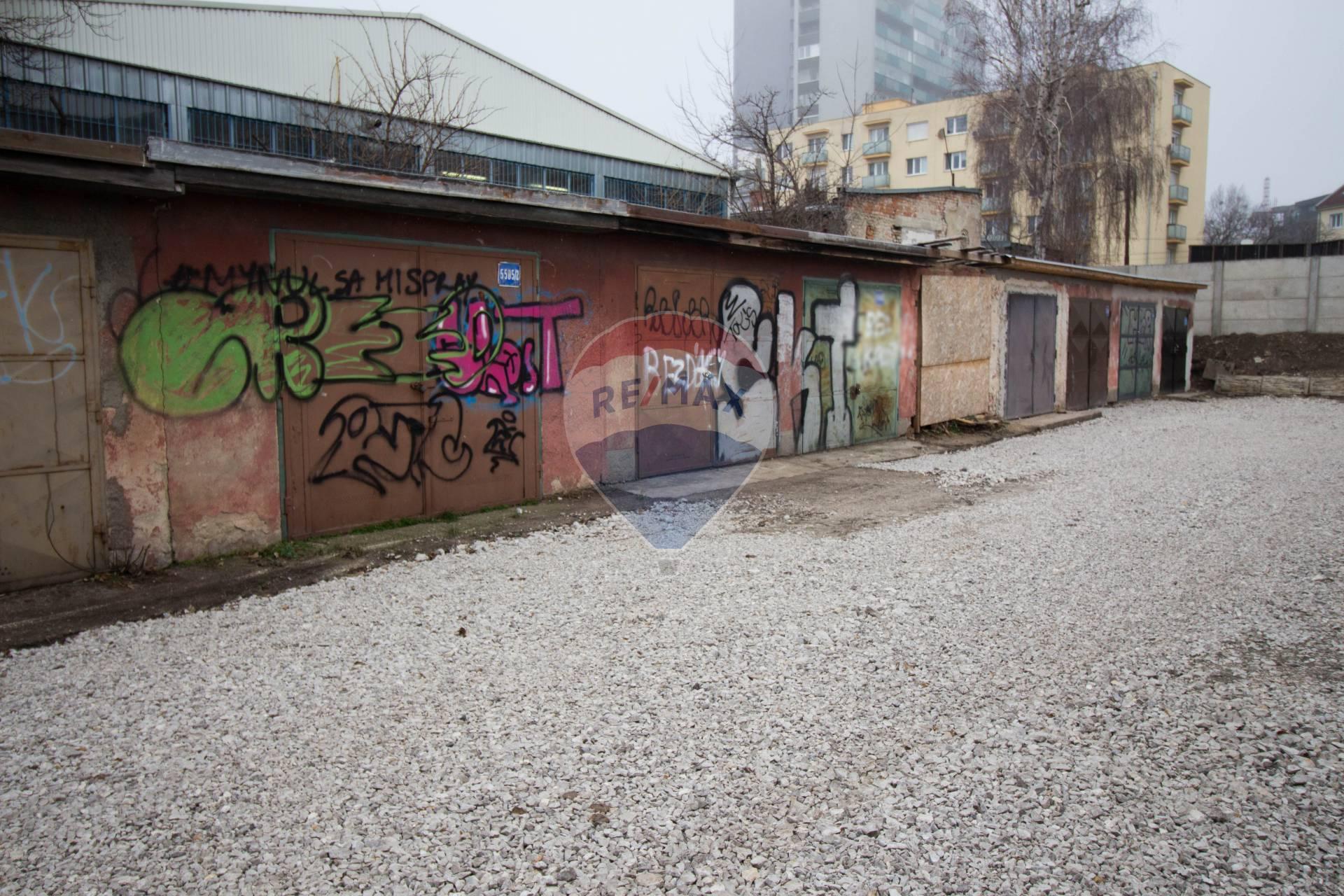 PREDAJ garáže, 21m2 Bratislava - m.č. Ružinov
