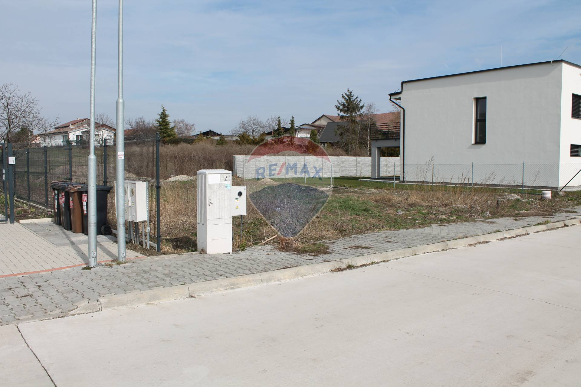 PREDAJ : Stavebný pozemok, všetky IS, 595 m2, Veľký Biel.