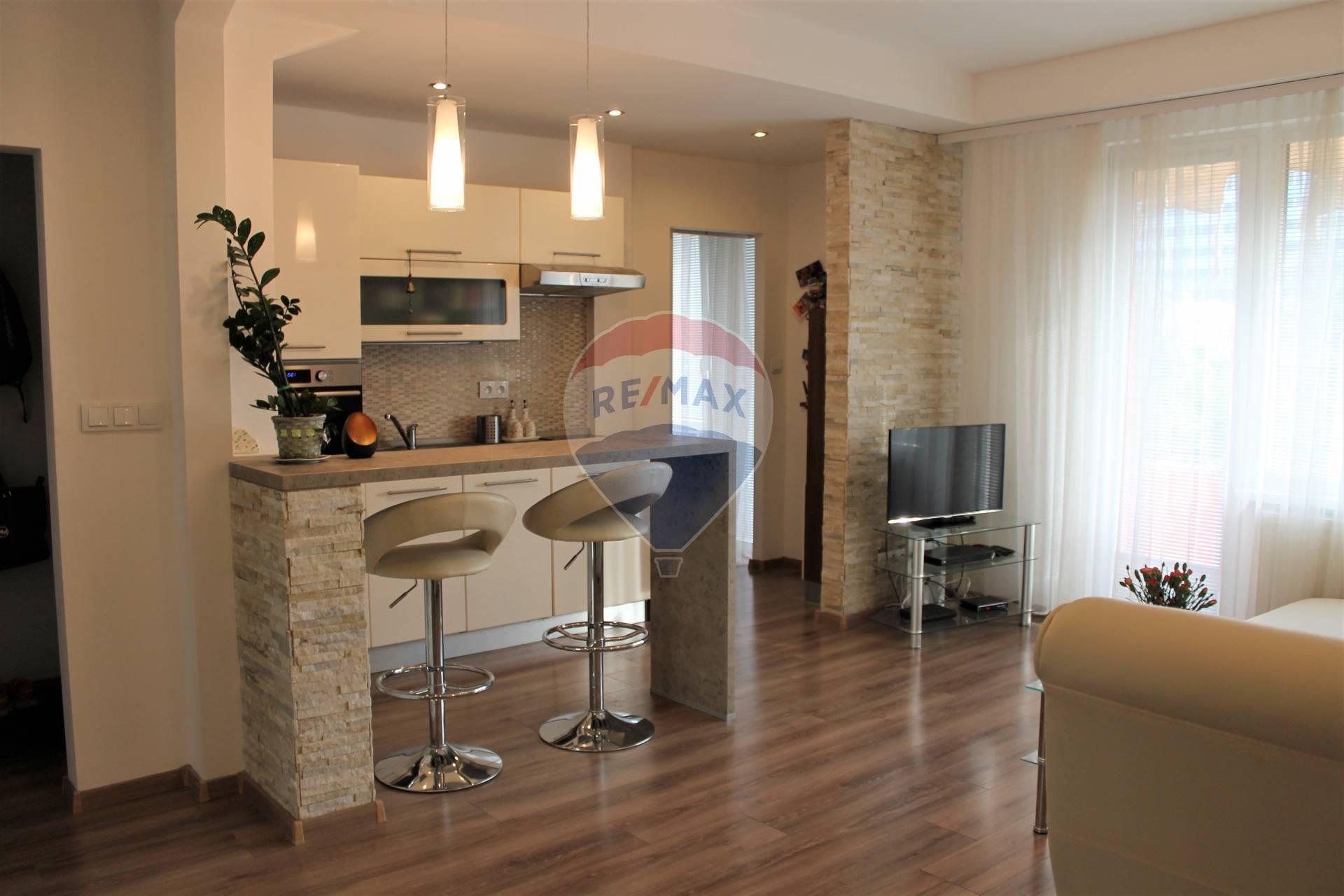 3D obhliadka :PREDAJ- 2 izb. byt , kompletná rekonštrukcia, Čsl. parašutistov.
