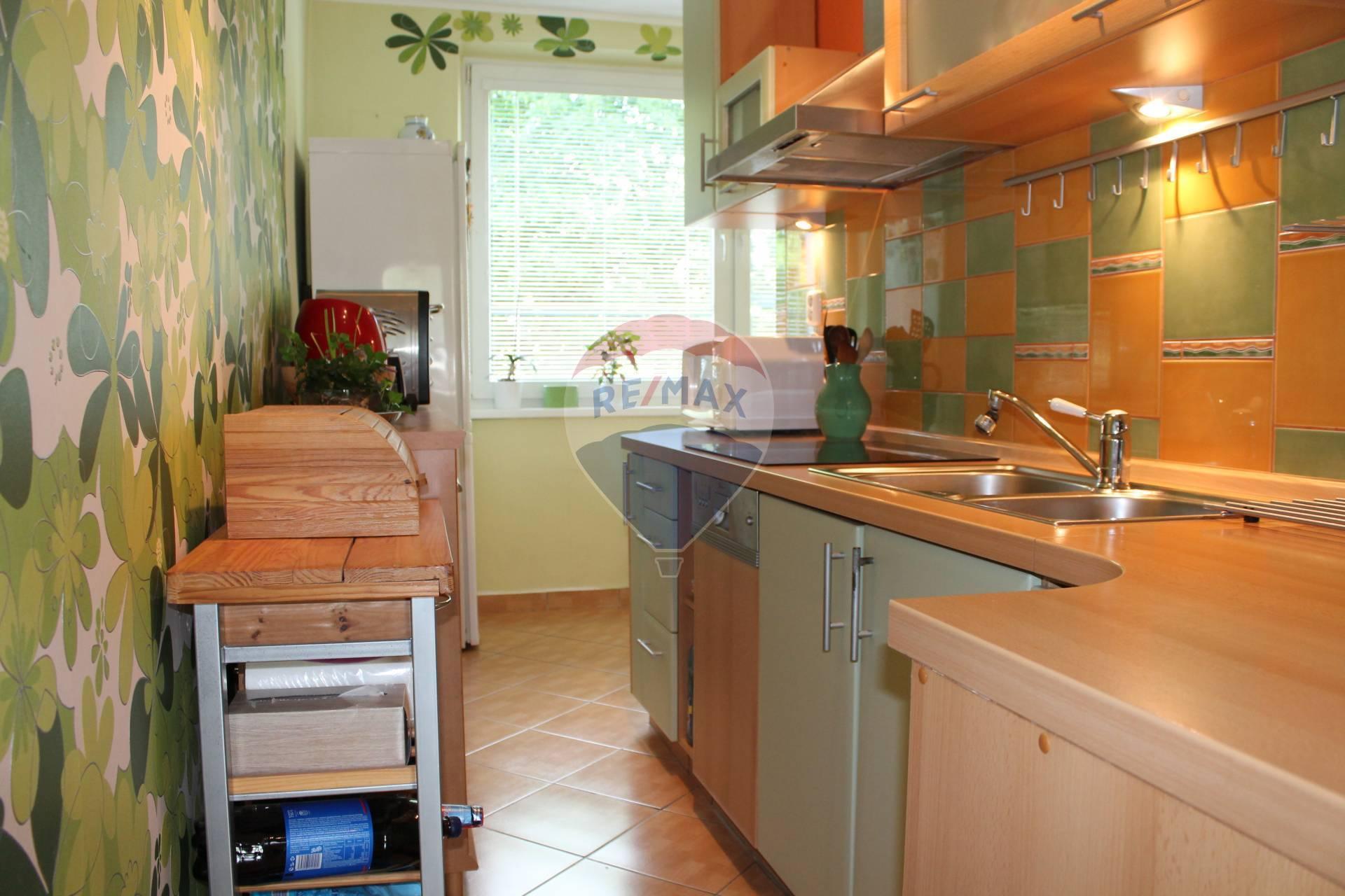 PREDAJ : 2 izb. byt, kompletná rekonštrukcia, Stavbárska ul.