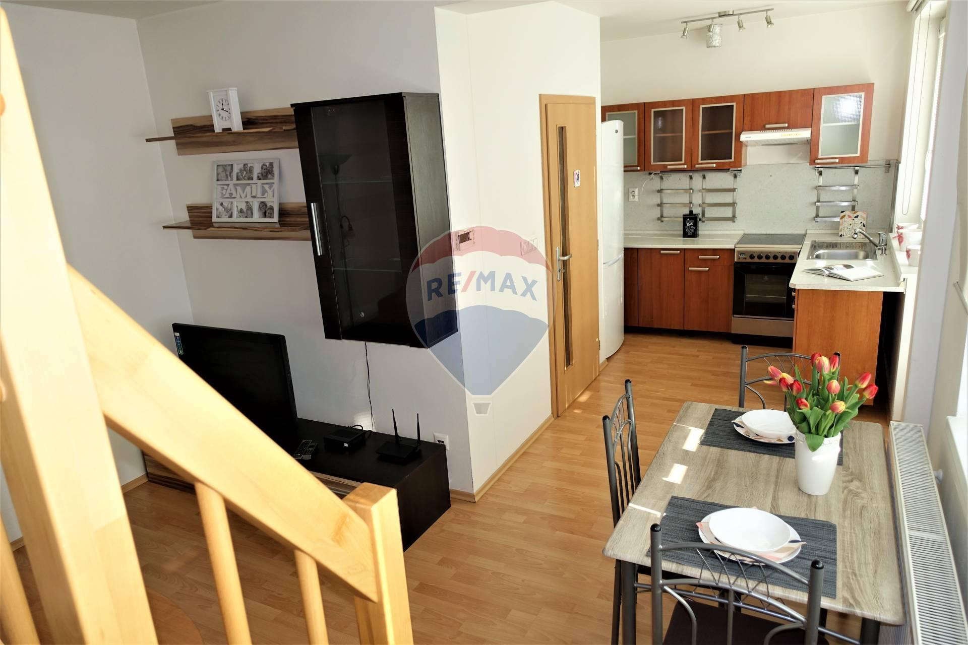 Predaj 2 izb. bytu, mezanín s výťahom, 2 balkóny, Inovecká ul.