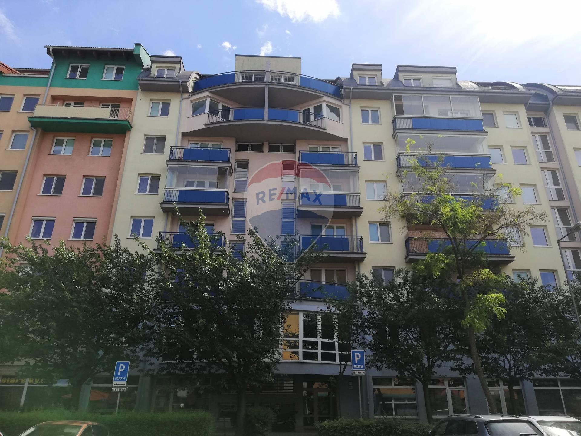 Prenájom: 2-izbový byt Šustekova, Petržalka,staršia novostavba, voľný