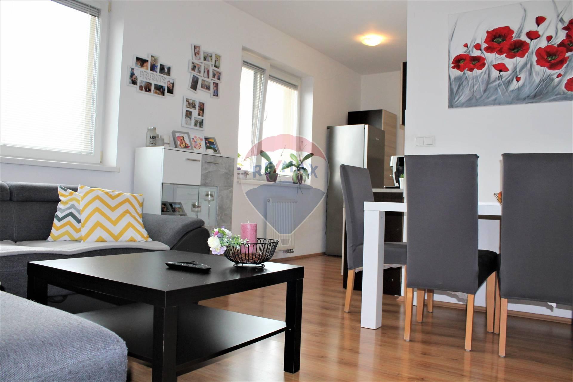 PREDAJ : 3 izb. byt 77 m2, novostavba, Štúrová ul., Senec.