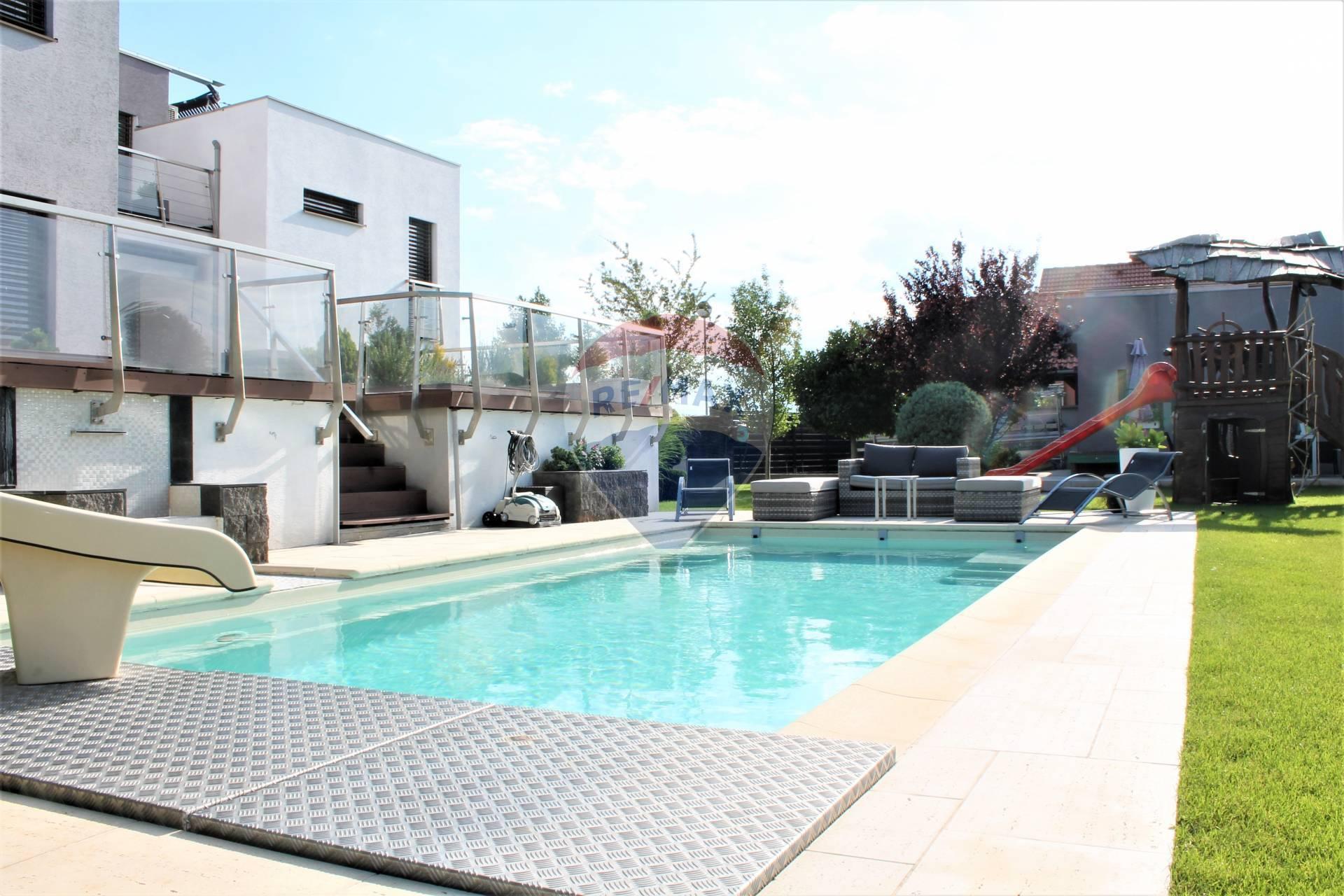 PREDAJ: Rodinný dom, garáž, bazén, pozemok 1214 m2, Štvrtok na ostrove.