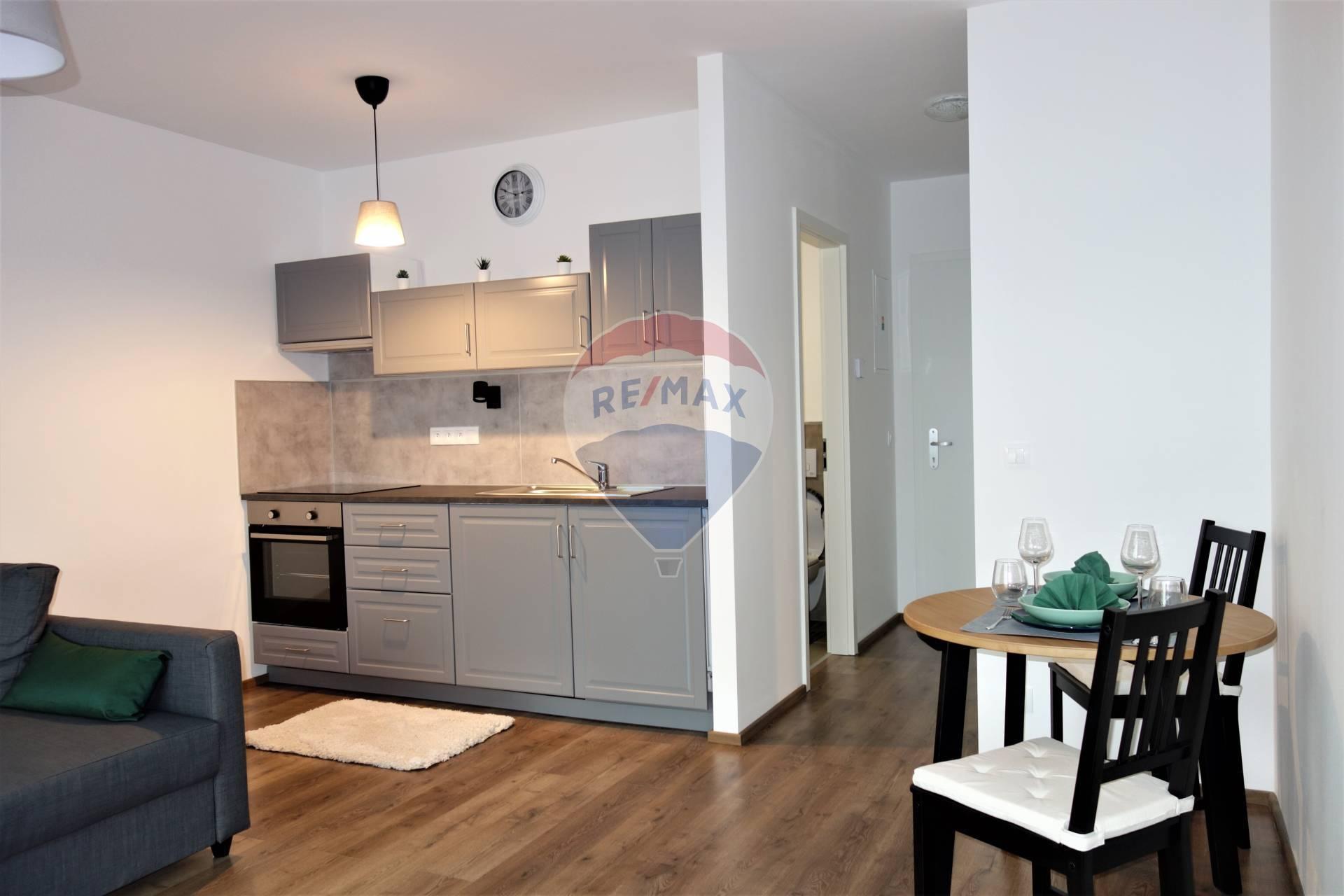 Prenájom 1 izb. bytu, novostavba, balkón, parkovacie státie, Bystrická ul.