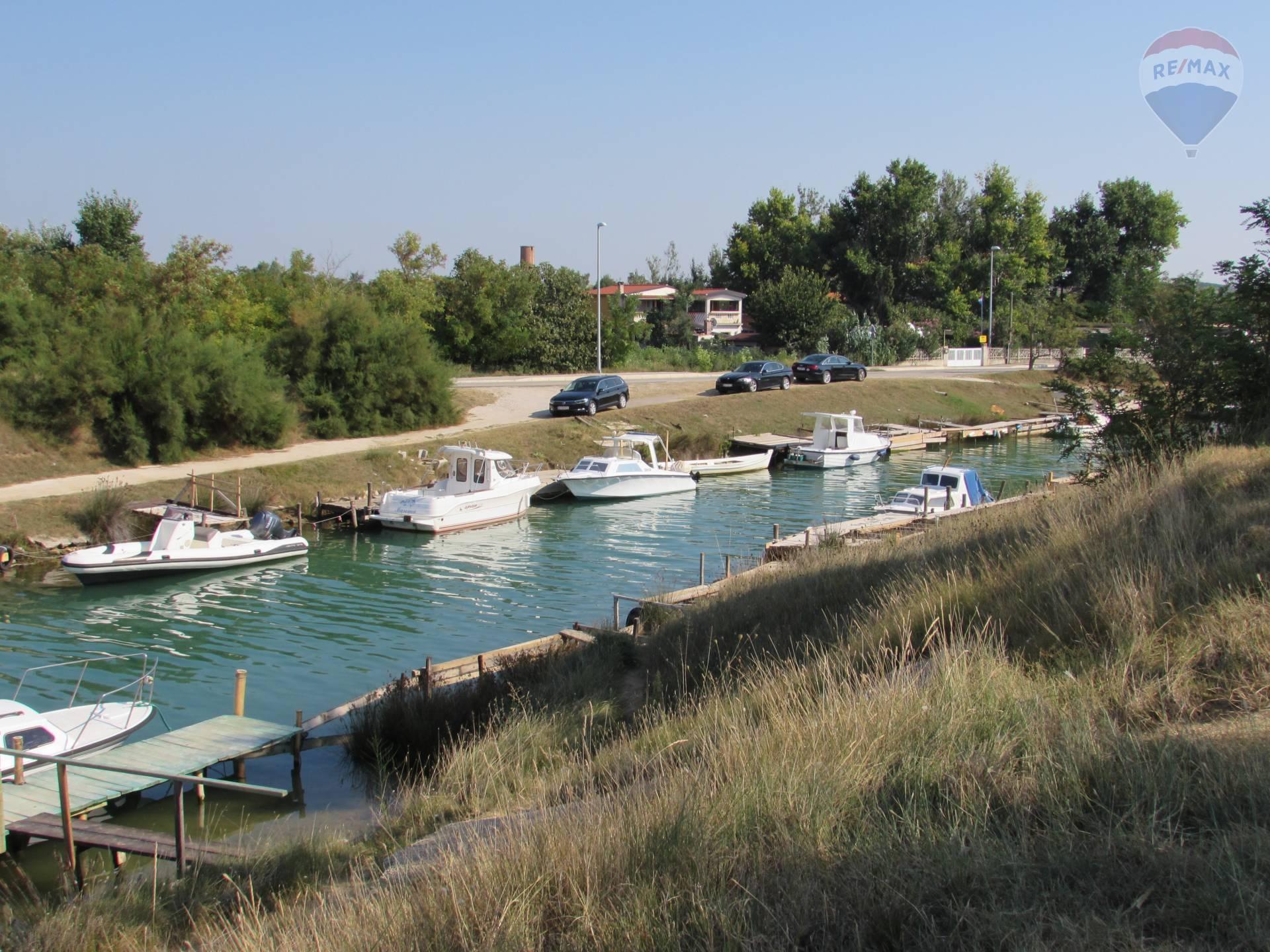 Chorvátsko Nin pri Zadare - apartmánový dom s vlastným kotvištom pre loď