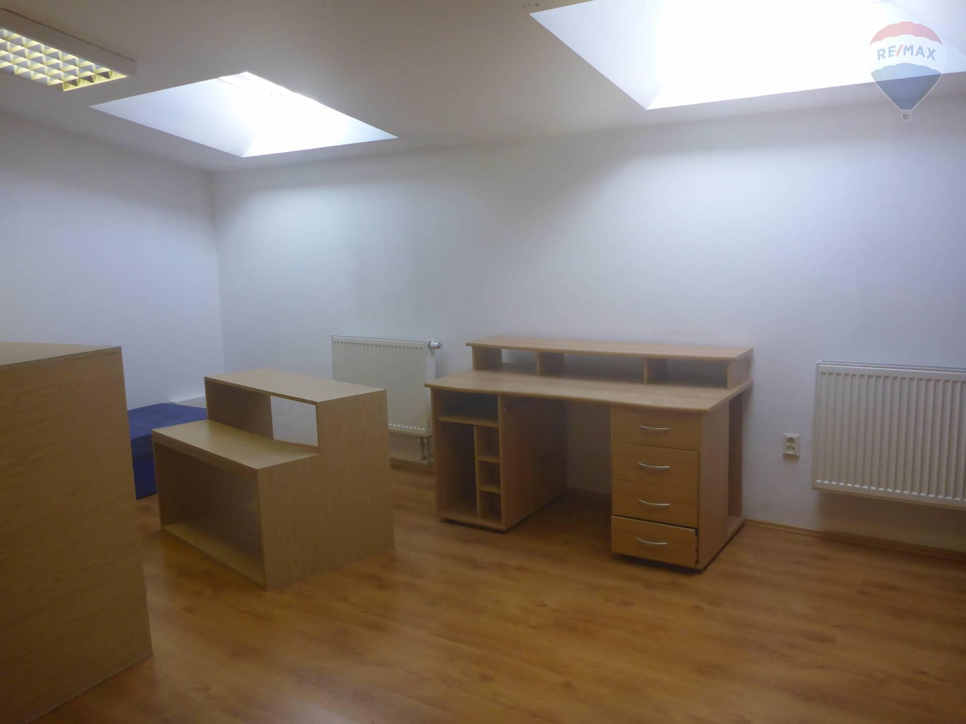 Prenájom komerčného priestoru 130 m2, Bratislava - Petržalka - Na prenájom kancelársky priestor v Petržalke-Kopčianska ulica
