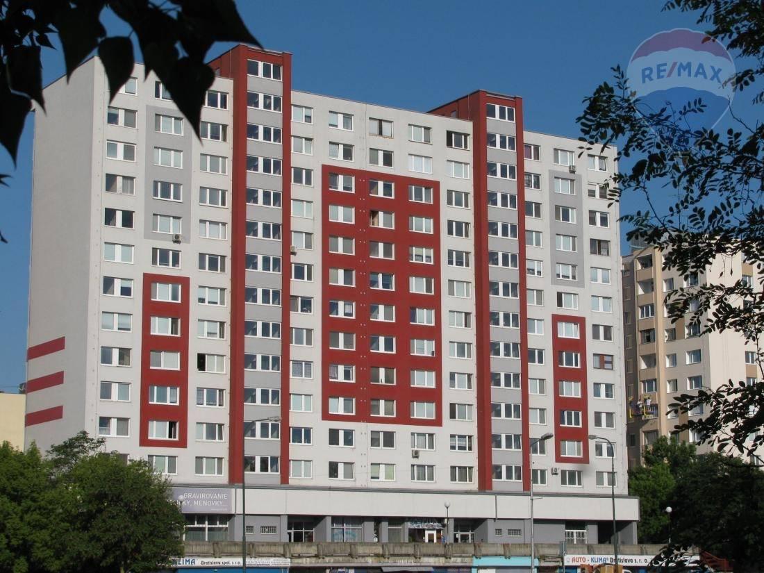 Predaj 3-izbového bytu - Bratislava - Petržalka